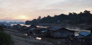 rumah lanting, floating house, authentic, traditional, backackers, Borneo, Indonesia, West Kalimantan, Sungai Melawi, Tourism, travel guide, Cross Border, 婆罗洲水上之家, 印尼西加里曼丹, 彬路默拉维栏登