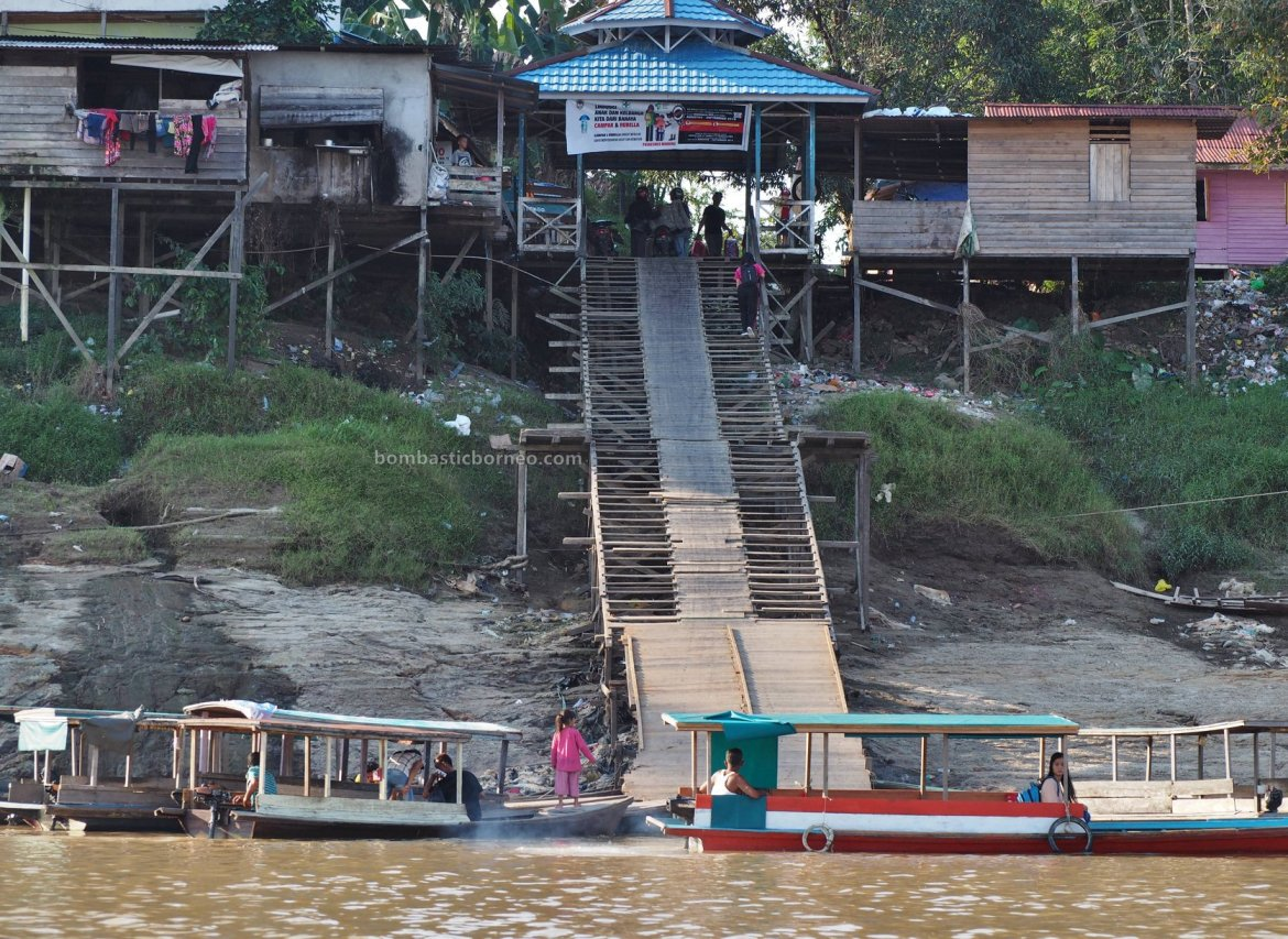 bedrock, rumah lanting, floating house, nature, backpackers, Borneo, Indonesia, Kalimantan Barat, Sungai, Melawi, tourist attraction, travel guide, Cross Border, 探索婆罗洲游踪, 印尼西加里曼丹彬路