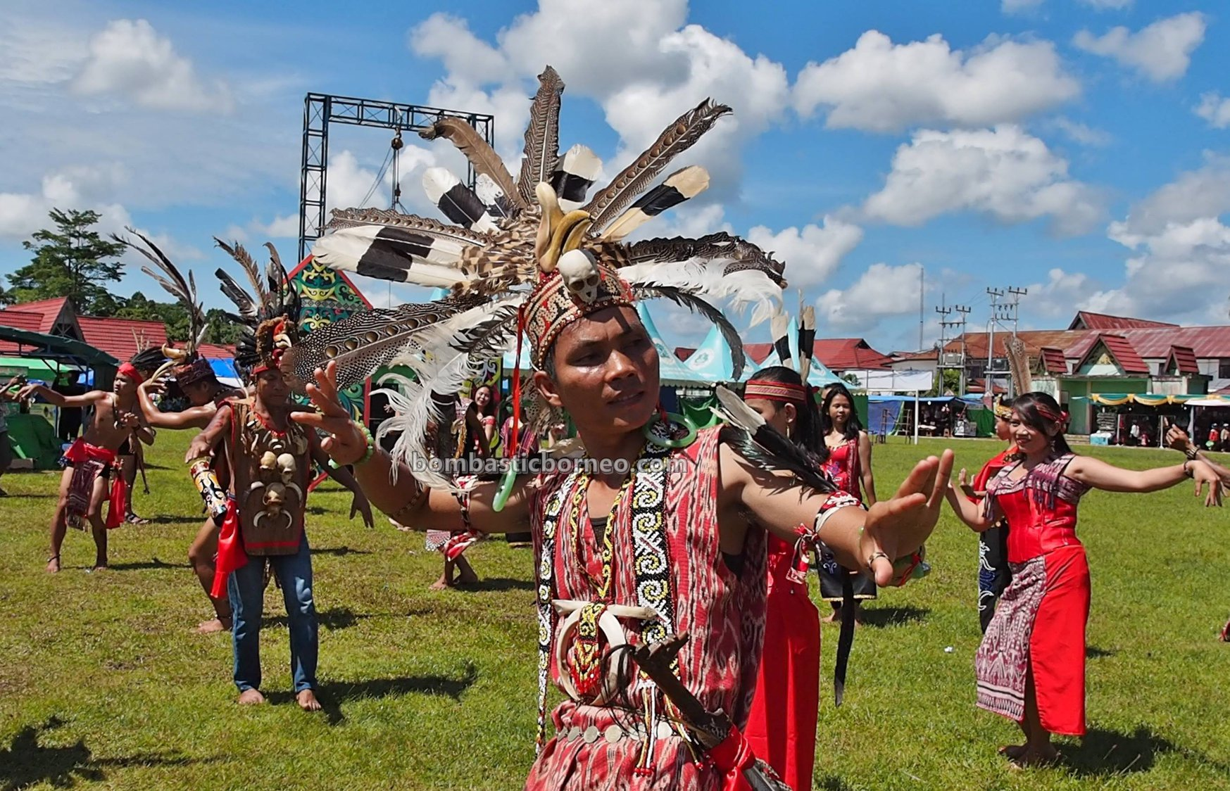 Gawai Dayak Kapuas Hulu, harvest festival, budaya, Indonesia, West Kalimantan, Putussibau, ethnic, indgenous, native, tribe, tourist attraction, travel guide, Borneo, Trans Border, 西加里曼丹甘布安斯乌鲁