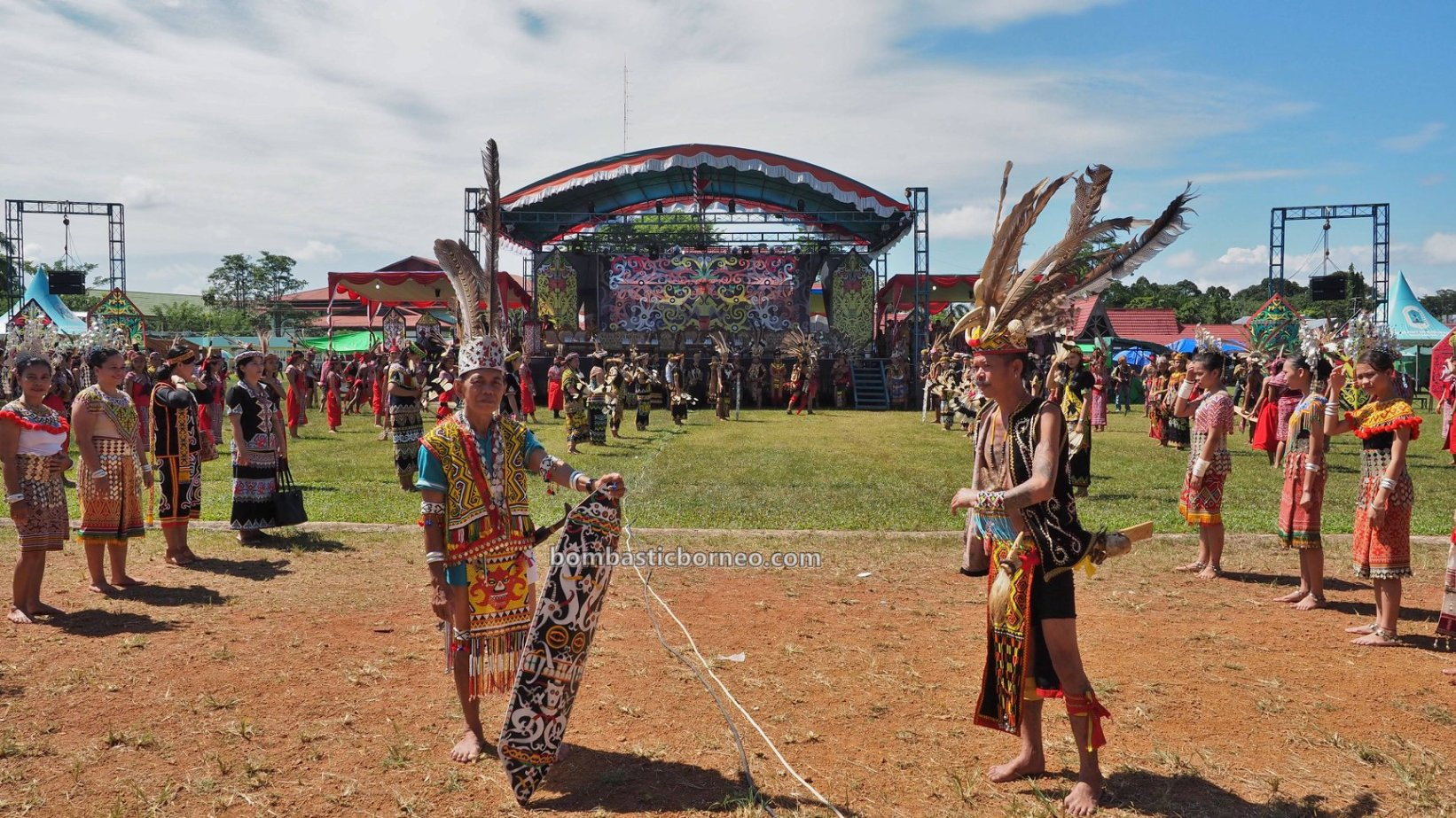 Kapuas Hulu, Paddy harvest festival, budaya, Indonesia, backpackers, Ethnic, indigenous, native, Obyek wisata, Tourism, travel guide, Cross Border, 跨境婆罗洲游踪, 印尼西加里曼丹, 富都土著文化旅游