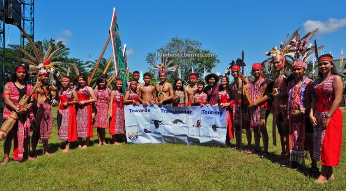 Kapuas Hulu, Paddy harvest festival, culture, backpackers, destination, tribal, indigenous, native, tourist attraction, Tourism, travel guide, Trans Borneo, 印尼甘布安斯乌鲁, 富都丰收节日, 达雅克土著文化