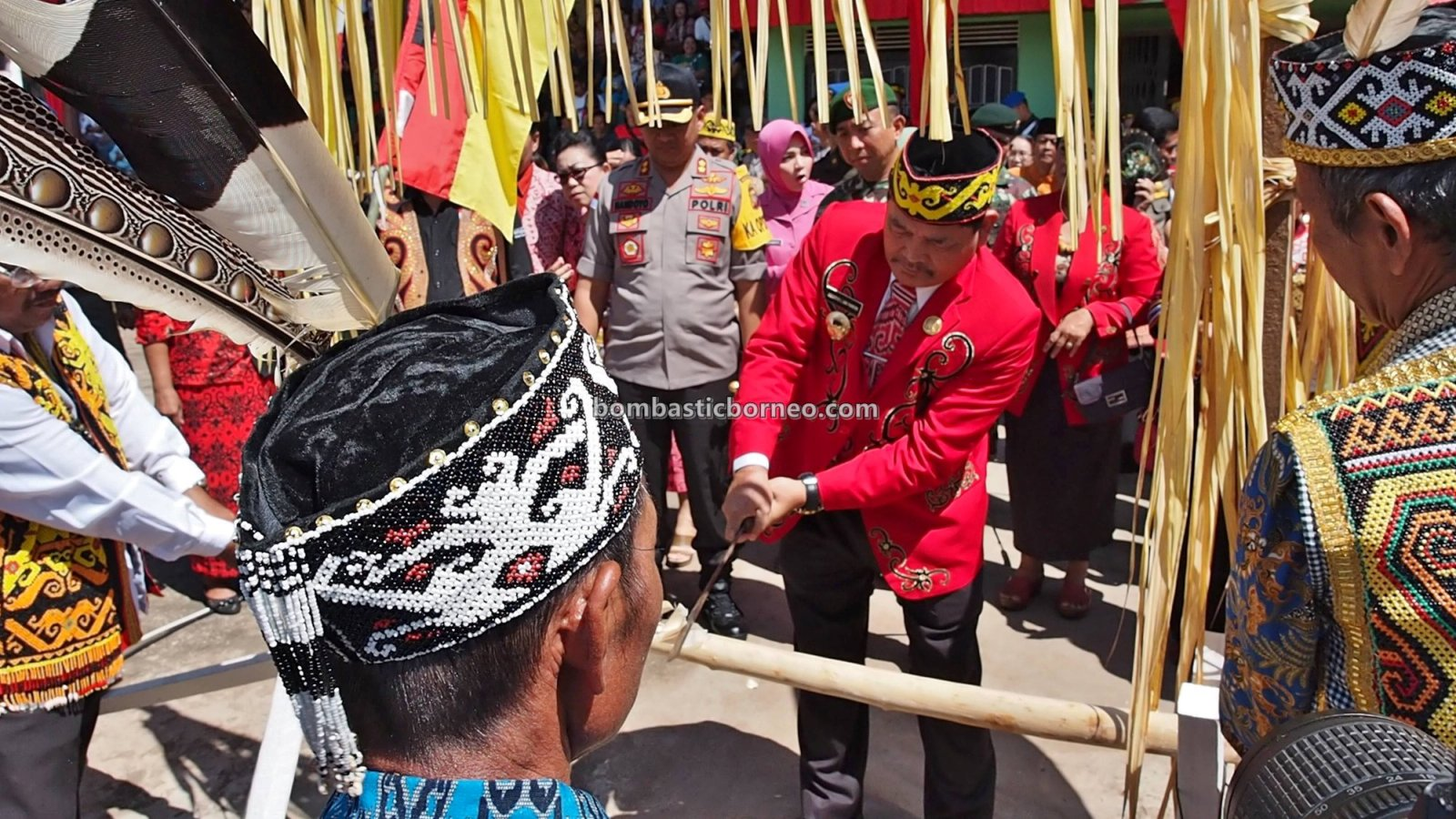 Paddy harvest festival, authentic, budaya, event, Indonesia, West Kalimantan, Ethnic, native, tribal, Tourism, tourist attraction, Trans Border, 印尼卡普阿斯胡卢, 西加里曼丹富都旅游, 婆罗洲土著丰收节日,