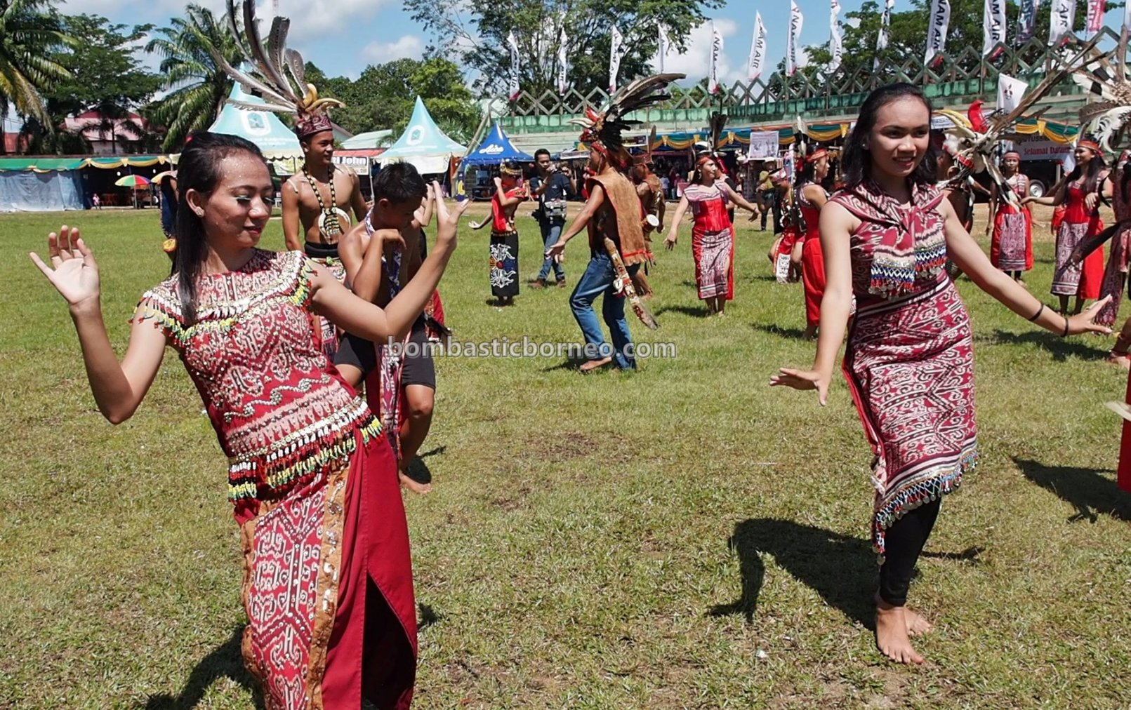 Kapuas Hulu, authentic, culture, event, Ethnic, indigenous, tribal, Suku Dayak, Tourism, tourist attraction, travel guide, Trans Borneo, 婆罗洲西加里曼丹, 卡普阿斯胡卢原住民, 达雅部落丰收节日