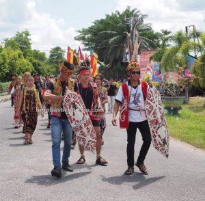 Gawai parade, paddy harvest festival, authentic, budaya, event, Putussibau, destination, Ethnic, tribal, Suku Dayak, Tourism, tourist attraction, 探索婆罗洲游踪, 印尼西加里曼丹, 富都原住民文化