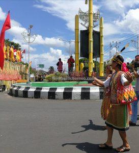 Gawai Parade, budaya, culture, Indonesia, Putussibau, indigenous, native, Suku Dayak, tribe, Obyek wisata, Tourism, Borneo, 婆罗洲富都丰收节日, 西加里曼丹旅游景点, 原住民达雅克部落,