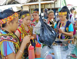 Gawai Padi, authentic, event, Indonesia, Putussibau, native, Suku Dayak, backpackers, Tourism, travel guide, Trans Border, Borneo, 婆罗洲富都丰收节日, 西加里曼丹旅游景点, 原住民达雅克部落,