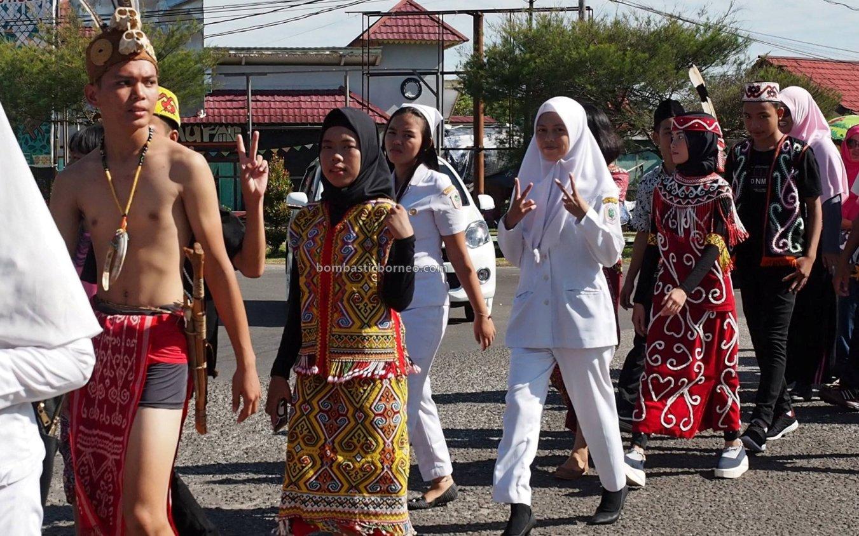 ethnic, etnis, Hari Anak Nasional, National Children Day, Borneo, Obyek wisata, Tourism, tourist attraction, Travel Guide, Trans Border, 穿越婆罗洲游踪, 印尼西加里曼丹富都