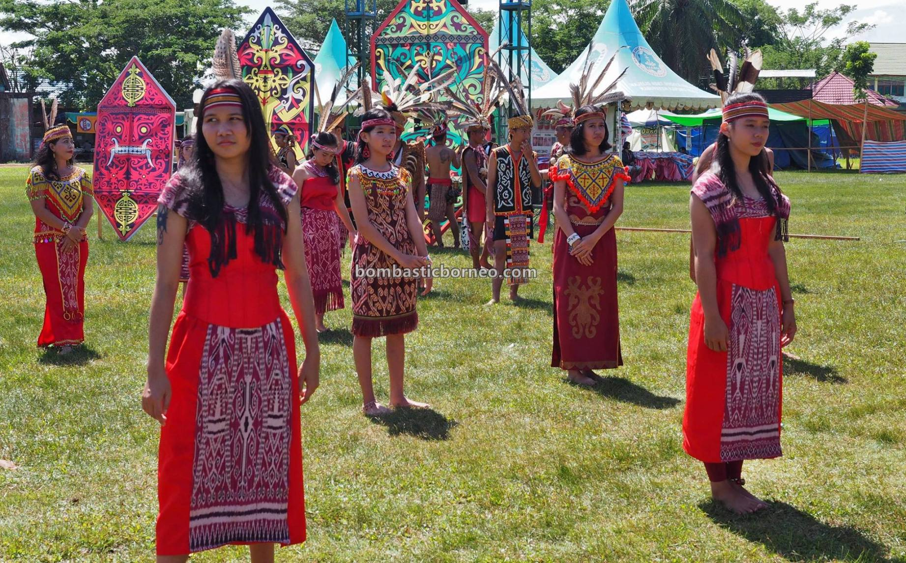 Kapuas Hulu, budaya, Kalimantan Barat, Putussibau, backpackers, indigenous, tribal, Suku Dayak, Obyek wisata, Tourism, travel guide, Cross Border, 印尼甘布安斯乌鲁, 西加里曼丹富都, 达雅克土著文化
