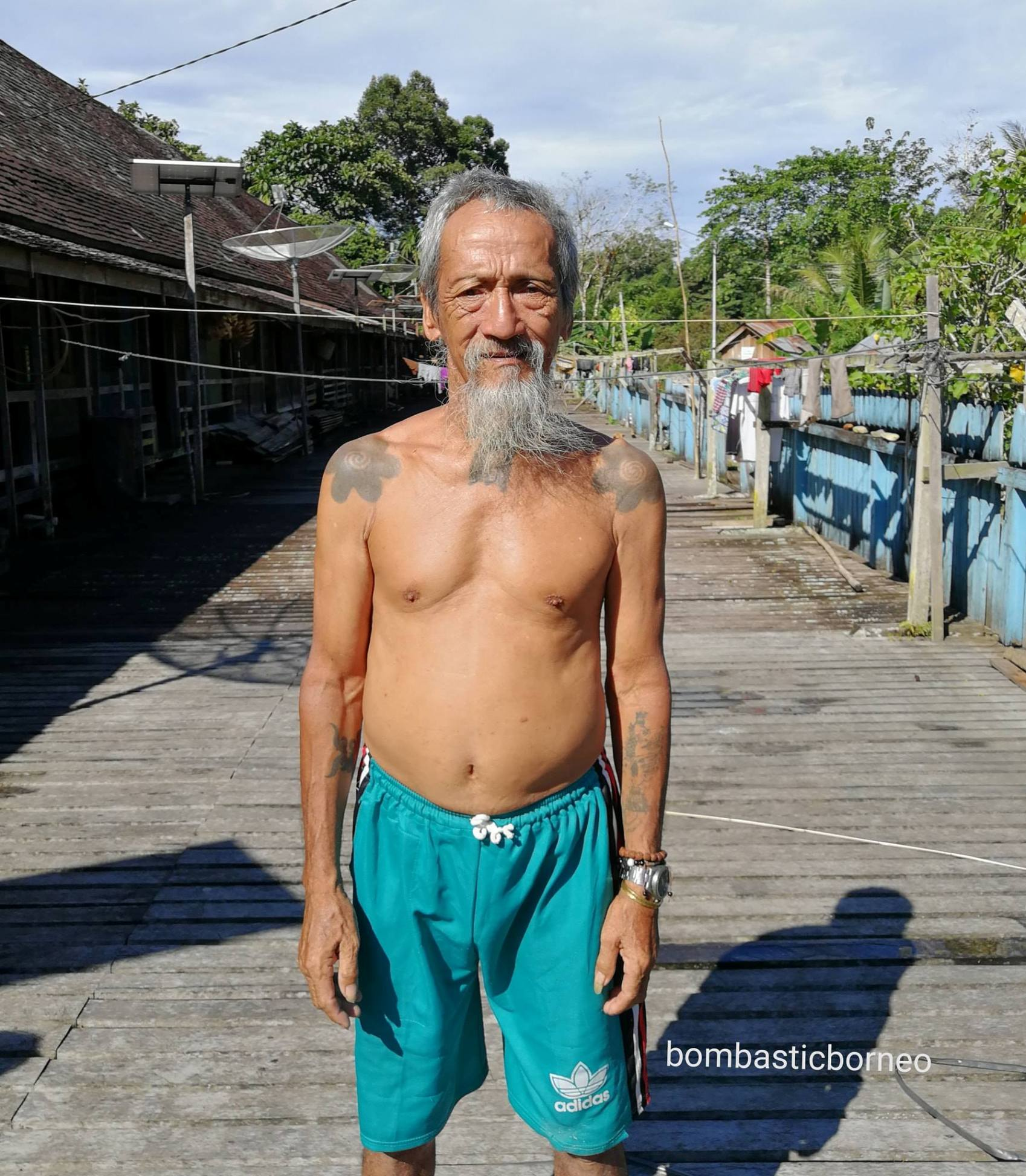 authentic, Indonesia, Kalimantan Barat, Embaloh Hulu, Suku Dayak, indigenous, native, tribe, Tourism, travel guide, cross border, Borneo, 探索婆罗洲游踪, 印尼西加里曼丹, 原住民伊班族长屋