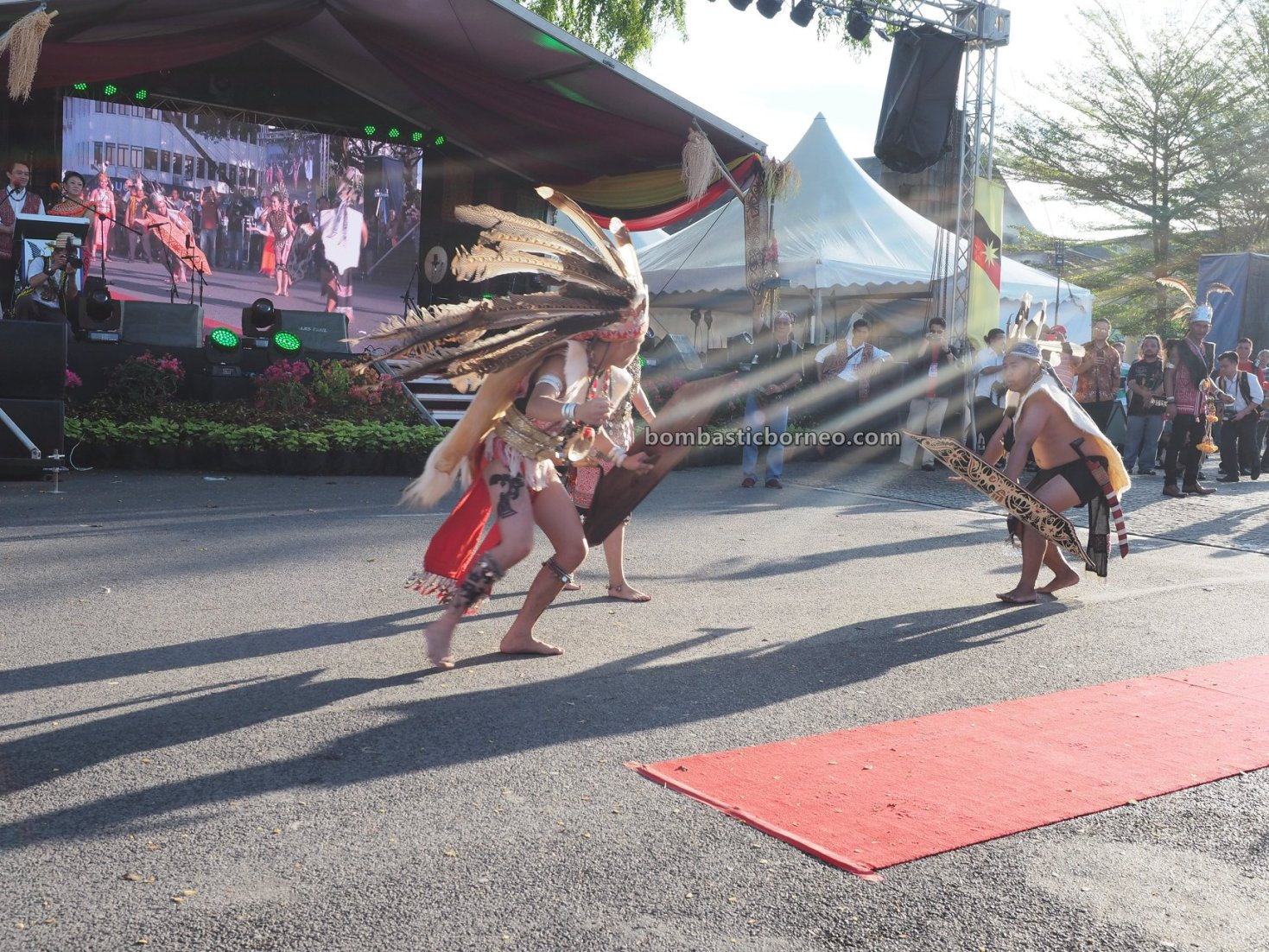 Gawai Dayak, paddy harvest festival, authentic, event, backpackers, Kuching Waterfront, native, tribe, tourism, tourist attraction, Travel guide, Trans Border, 婆罗洲达雅丰收节日, 砂拉越马来西亚文化, 原住民土著部落,