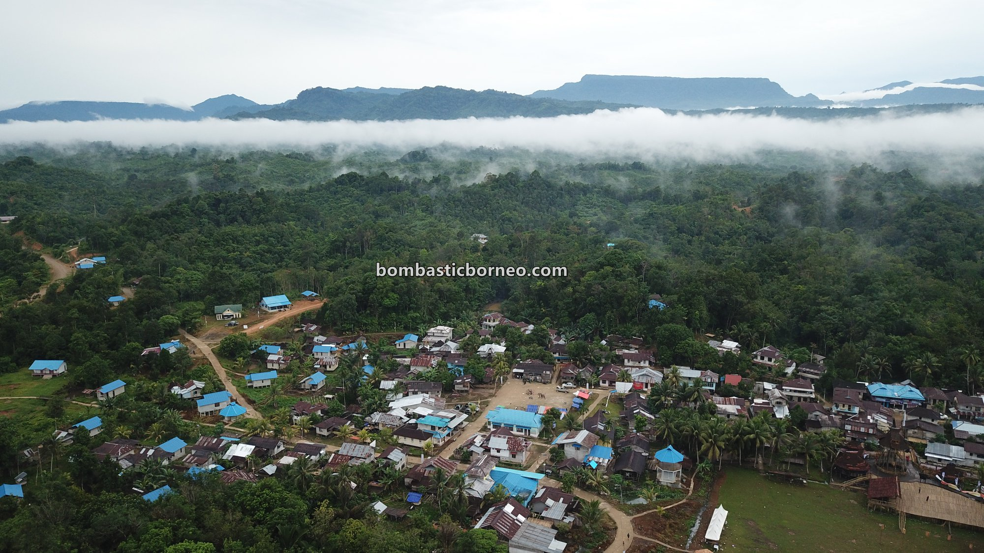 adventure, traditional, village, backpackers, culture, Desa Hli Buei, Dayak Bidayuh, Ethnic, native, Obyek wisata, Tourism, travel guide, Trans Borneo, 穿越婆罗洲达雅部落, 西加里曼丹原住民