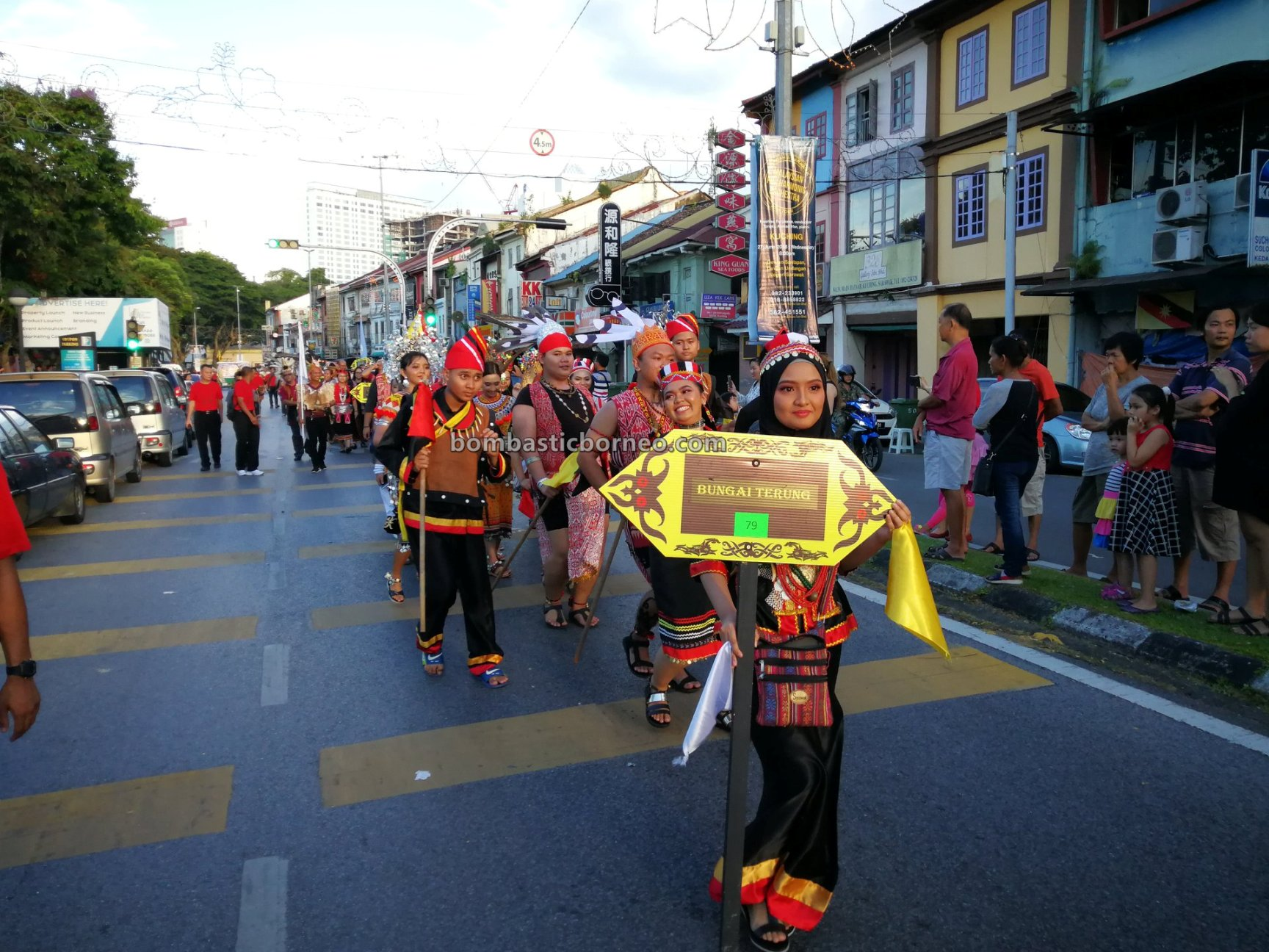 Street Parade, harvest festival, traditional, culture, event, Kuching Waterfront, indigenous, native, tribe, tourist attraction, Travel guide, Trans Borneo, 探索婆罗洲部落, 砂拉越马来西亚, 古晋原住民丰收节,