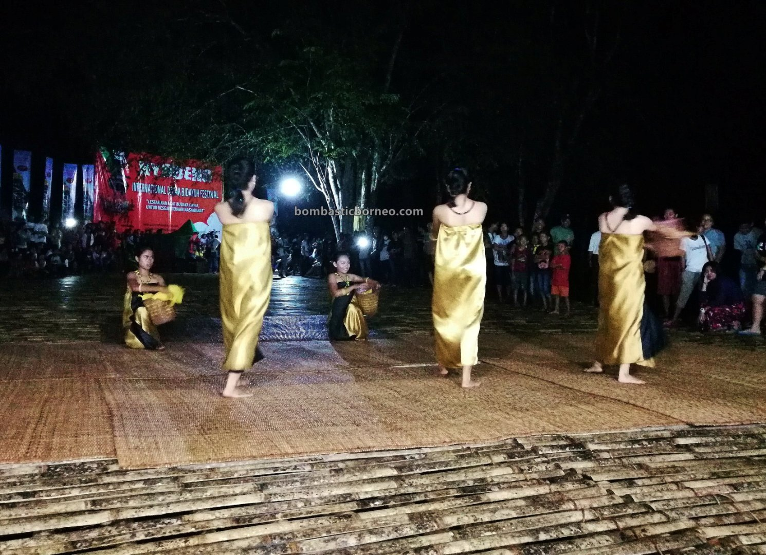 Nyobeng Sebujit, traditional, backpackers, event, Bengkayang, Kalimantan Barat, Desa Hli Buei, Dayak Bidayuh, native, tribe, Tourism, travel guide, Cross Border, Borneo, 印尼西加里曼丹丰收节, 婆罗洲达雅比达友族