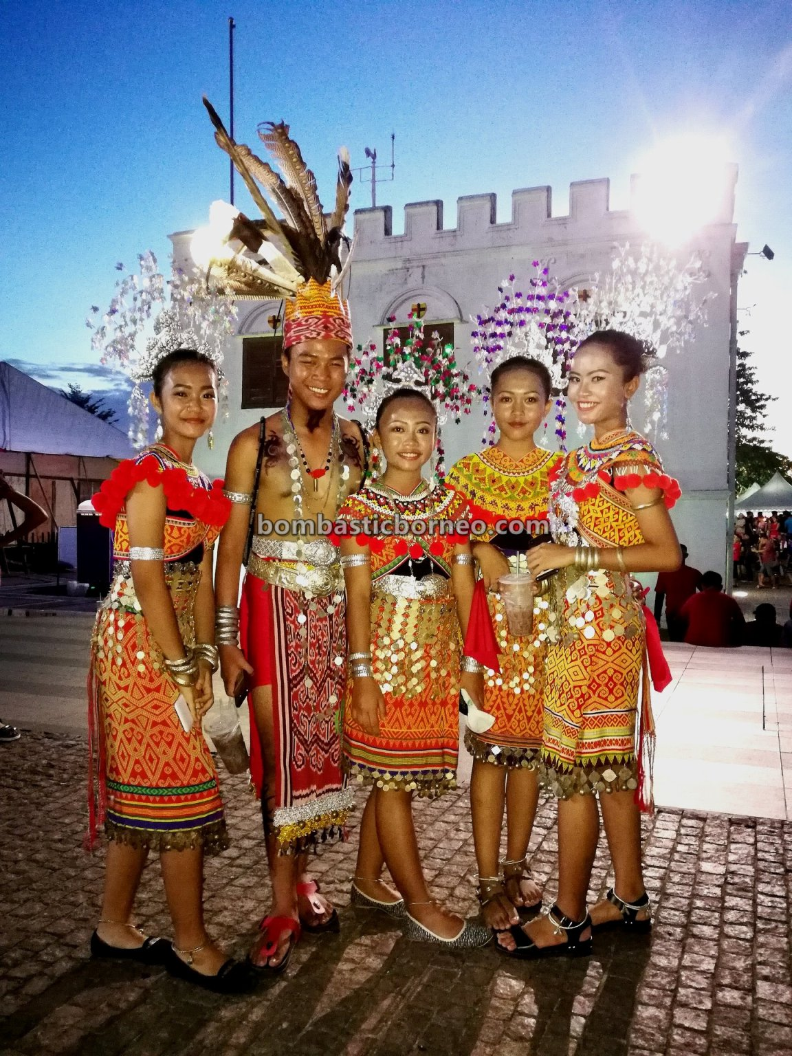 traditional, culture, event, Kuching Waterfront, Malaysia, Ethnic, native, tribal, tourism, tourist attraction, Trans Border, 砂拉越达雅丰收节, 马来西亚伊班族, 古晋河滨公园, Dayak Iban