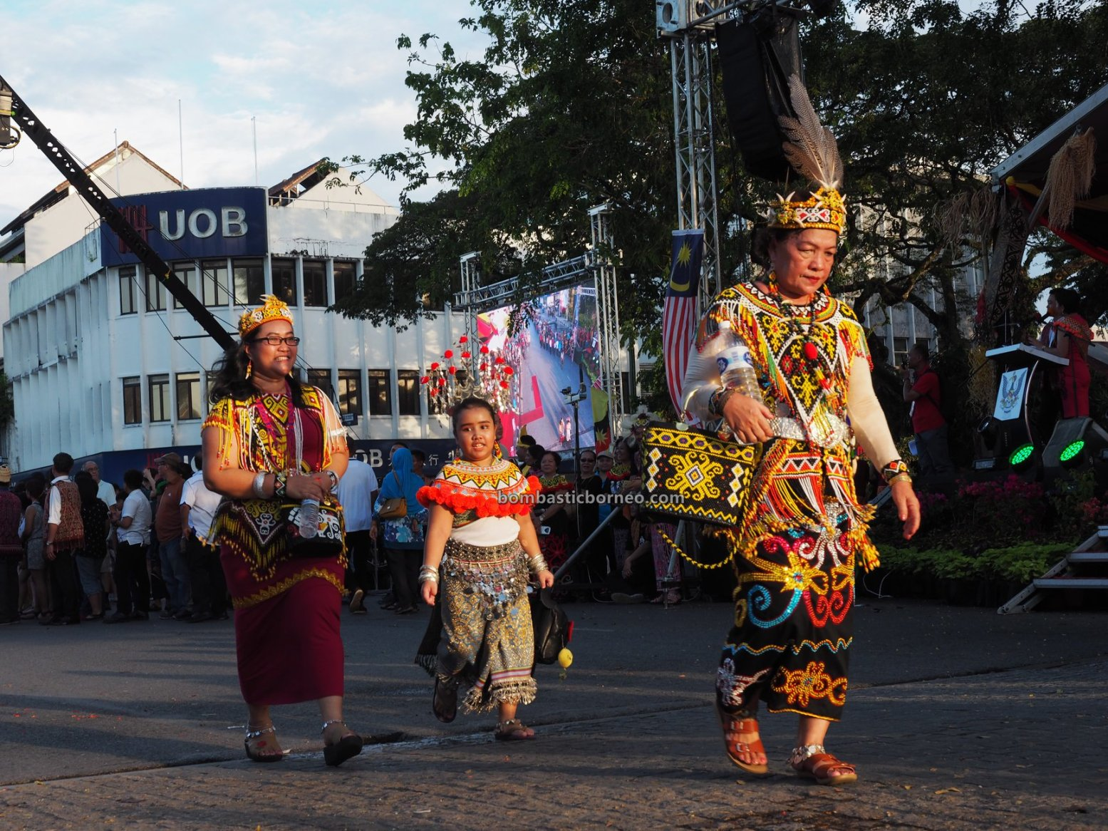 Gawai Dayak, Street Parade, paddy harvest festival, authentic, budaya, destination, Kuching Waterfront, indigenous, native, tourist attraction, Travel guide, Trans Border, 探索婆罗洲土著, 砂拉越肯雅族部落, 马来西亚原住民
