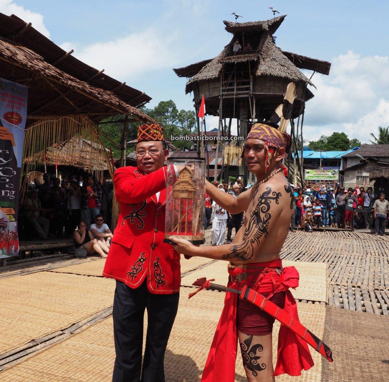 Nyobeng Sebujit, Gawai Harvest Festival, traditional, event, Bengkayang, Indonesia, tribe, native, Rumah Adat Baruk, tourism, travel guide, Trans Border, Borneo, 印尼西加里曼丹, 婆罗洲达雅丰收节日, 比达友族部落