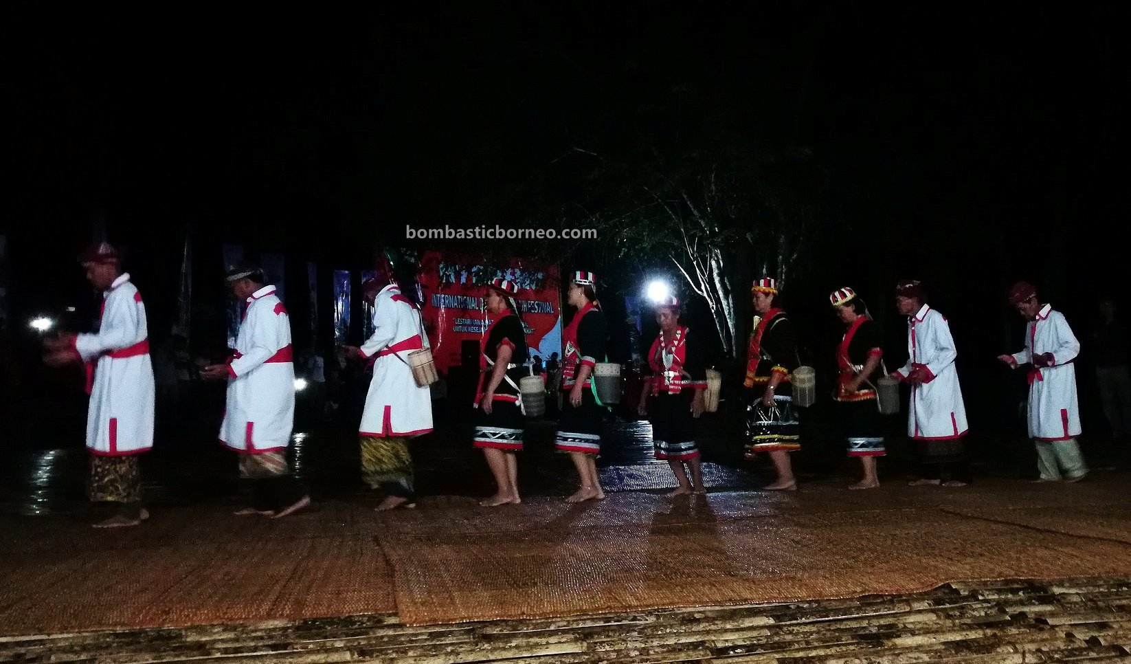 Nyobeng Sebujit, Gawai Harvest Festival, authentic, backpackers, Bengkayang, Indonesia, Siding, ethnic, tribal, tourism, tourist attraction, travel guide, Trans Border, Borneo, 穿越婆罗洲游踪, 西加里曼丹丰收节日,