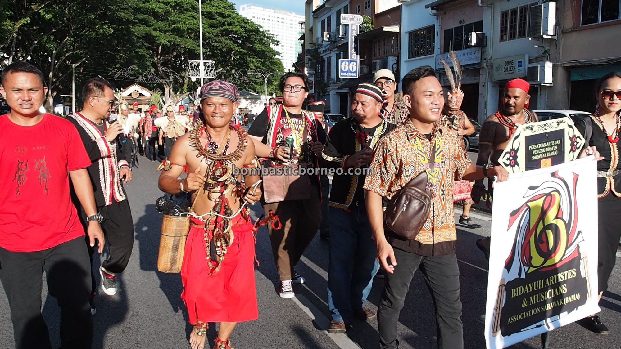 Gawai Dayak, Street Parade, budaya, backpackers, destination, Malaysia, Ethnic, native, tribe, tourism, tourist attraction, Travel guide, 砂拉越比达友族, 马来西亚土著部落, 古晋河滨公园,