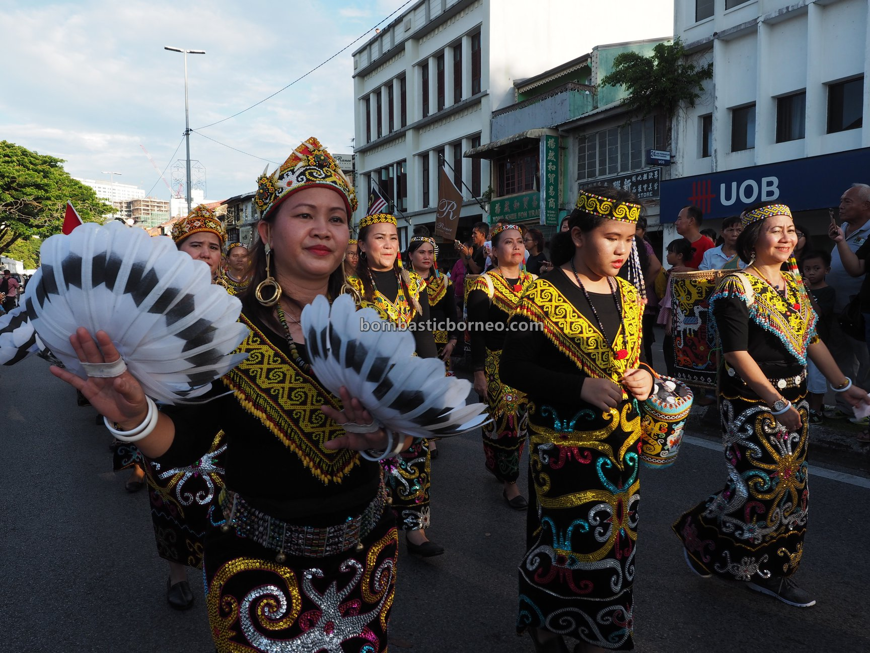 Gawai Parade, authentic, culture, event, backpackers, Kuching Waterfront, indigenous, tribal, tourism, tourist attraction, Trans Borneo, 婆罗洲土著部落, 砂拉越肯雅族文化, 原住民达雅丰收节日, Orang Ulu,