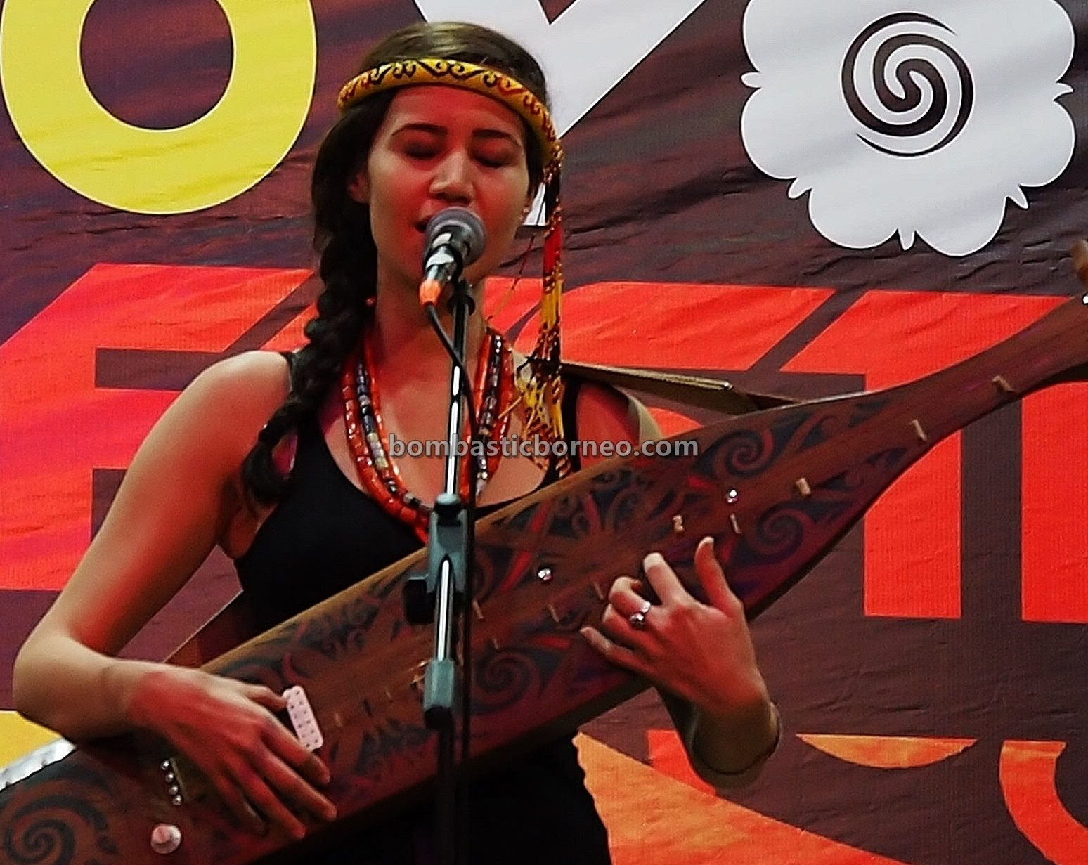 Youth Sape Festival, traditional, backpackers, culture, native, indigenous, orang ulu, guitar, Tourism, tourist attraction, travel guide, cross border, 探索婆罗洲游踪, 砂拉越马来西亚, 原住民沙贝音乐
