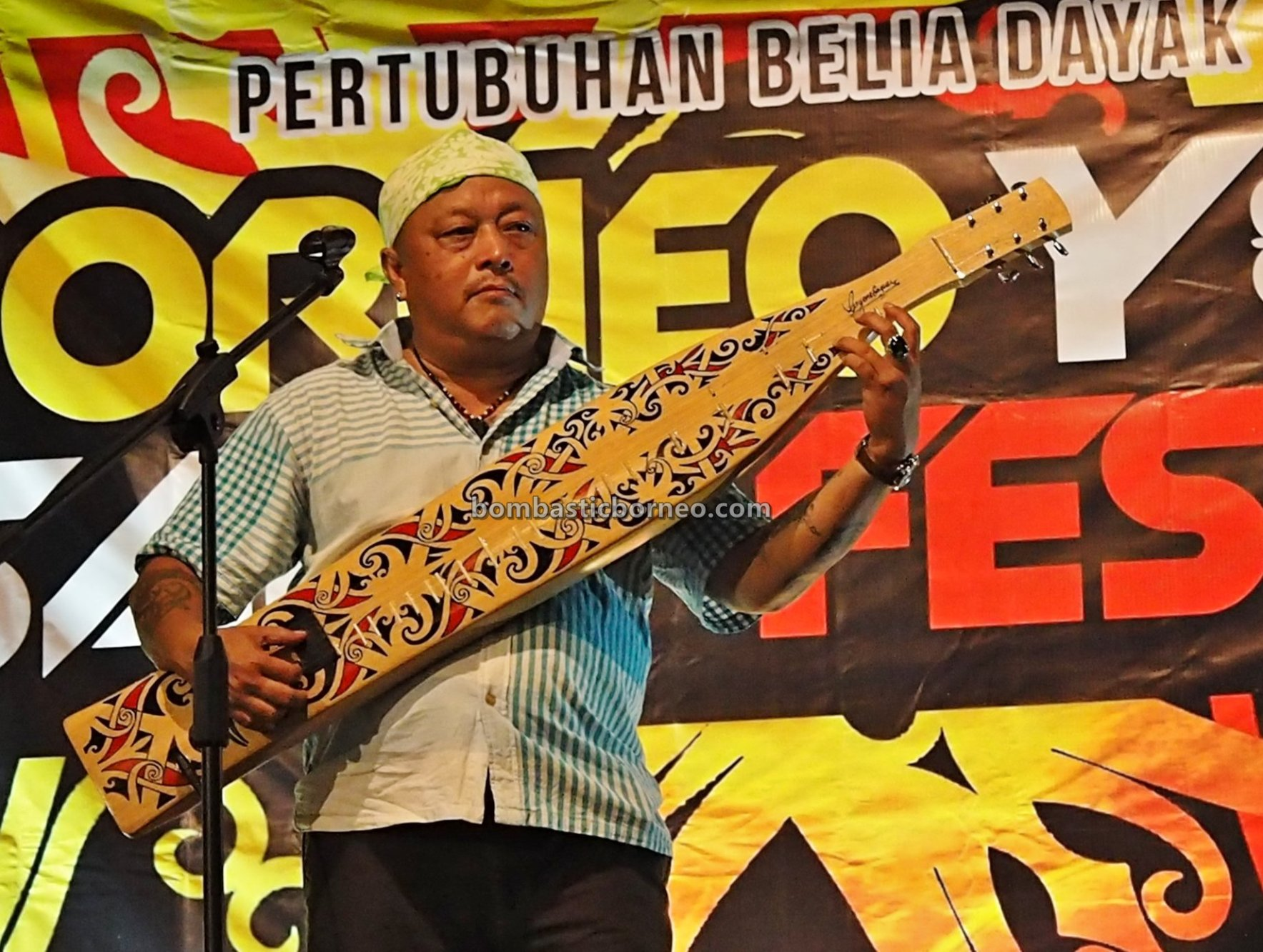 authentic, traditional, guitar, event, native orang ulu, musical instrument, Sibu, Tourism, tourist attraction, travel guide, 婆罗洲原住民吉他, 砂拉越达雅沙贝, 马来西亚音乐文化,