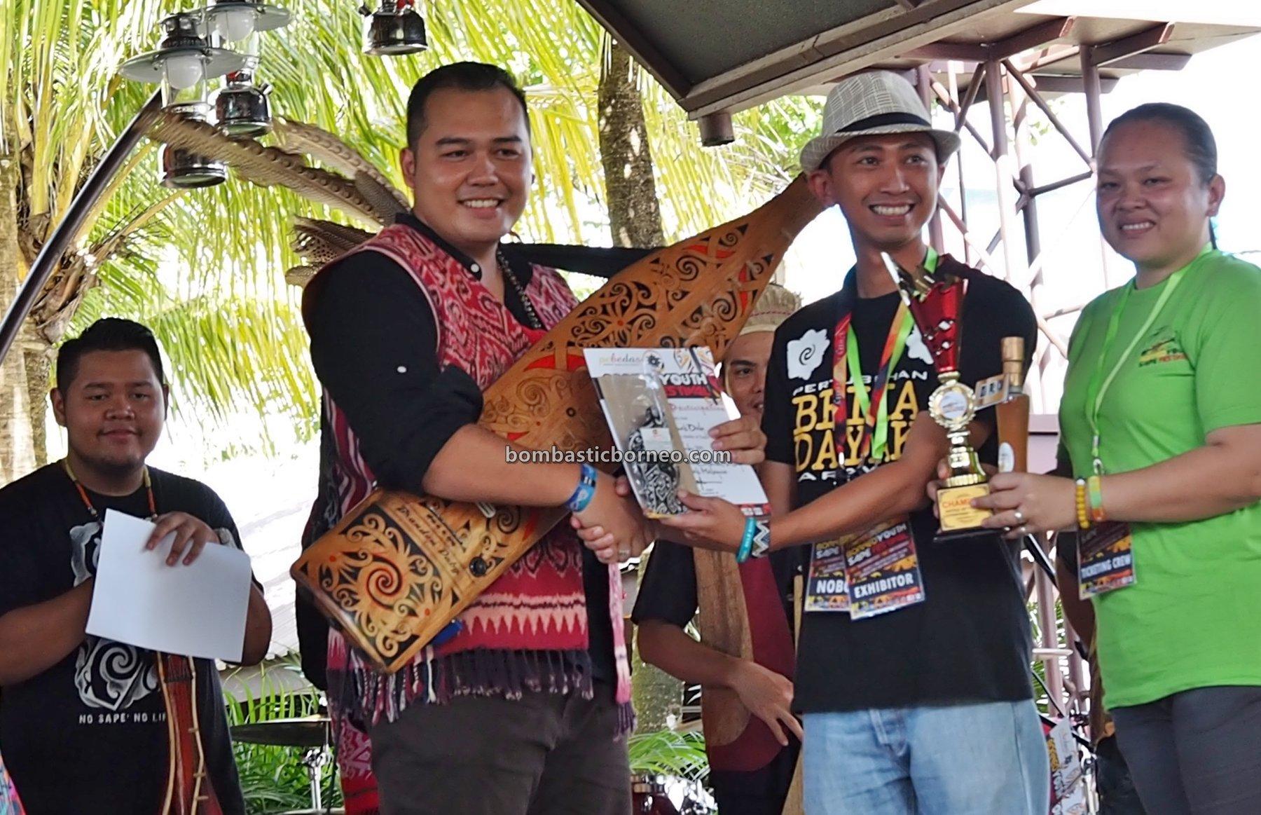 authentic, traditional, event, Ethnic, native, tribal, orang ulu, guitar, Sarawak, One Malaysia Cultural Village, Tourist attraction, travel guide, 探索婆罗洲达雅沙贝, 砂拉越原住民音乐, 马来西亚土著文化,