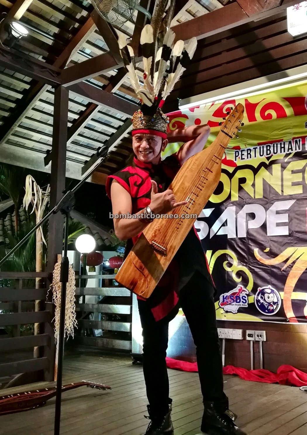 guitar, Borneo Youth Sape Festival, culture, event, native, tribe, indigenous, Sarawak, One Malaysia Cultural Village, Tourism, tourist attraction, travel guide, cross border, 婆罗洲原住民吉他, 达雅沙贝音乐
