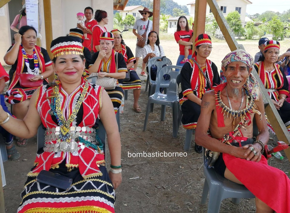 Pesta Nyarok Biya, Bengoh Dam Resettlement Scheme, adat, traditional, backpackers, culture, event, Ethnic, tribe, indigenous, Gawai harvest festival, Kampung Gumbang, Malaysia, Tourism, 马来西亚达雅丰收节日, 古晋砂拉越比达友族