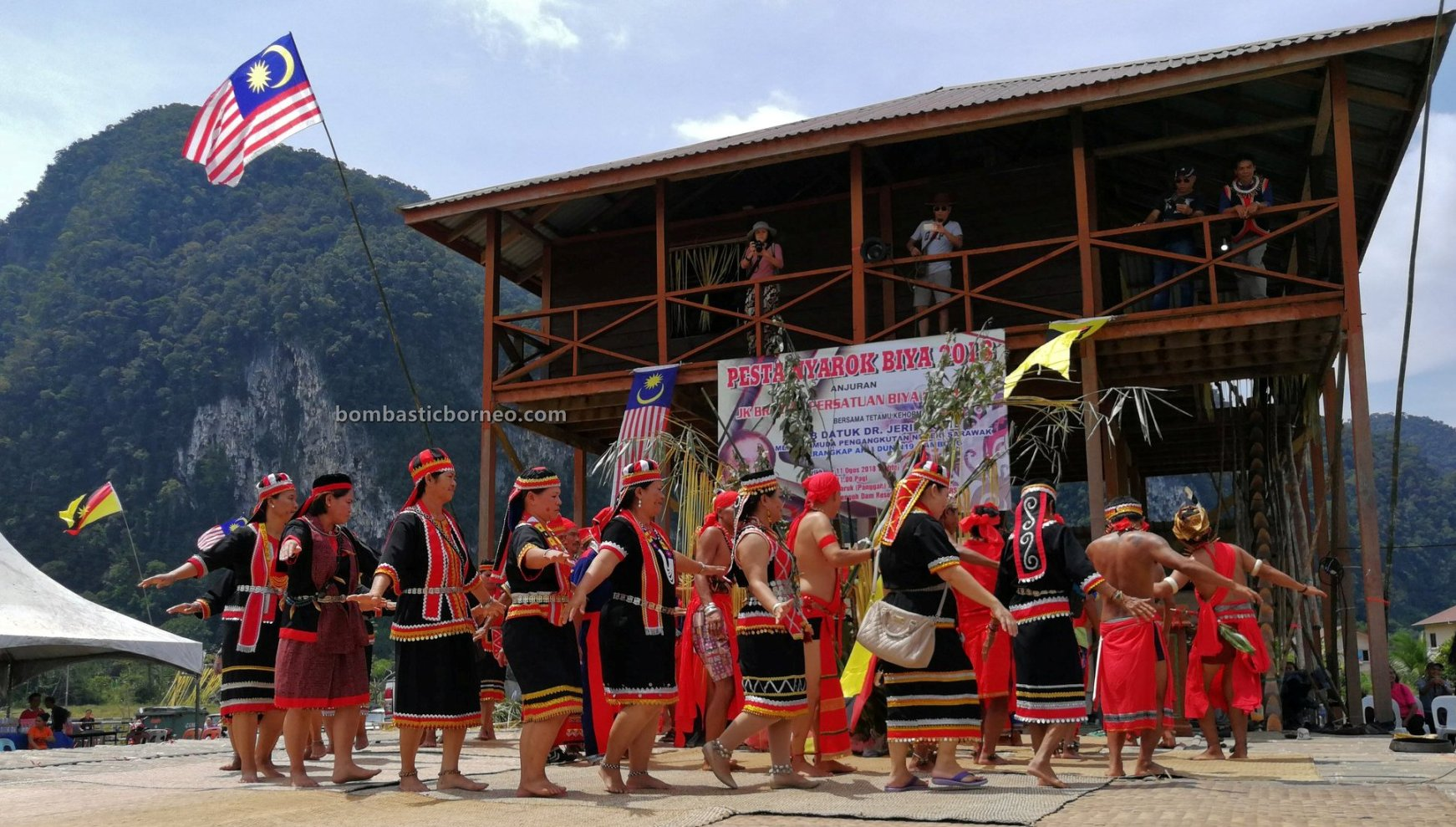 Pesta Nyarok Biya, adat, traditional, budaya, culture, dayak bidayuh, Gawai harvest festival, Kampung Semban, Borneo, Kuching, Padawan, tourist attraction, travel guide, cross border, 婆罗洲达雅丰收节日, 砂拉越比达友文化,