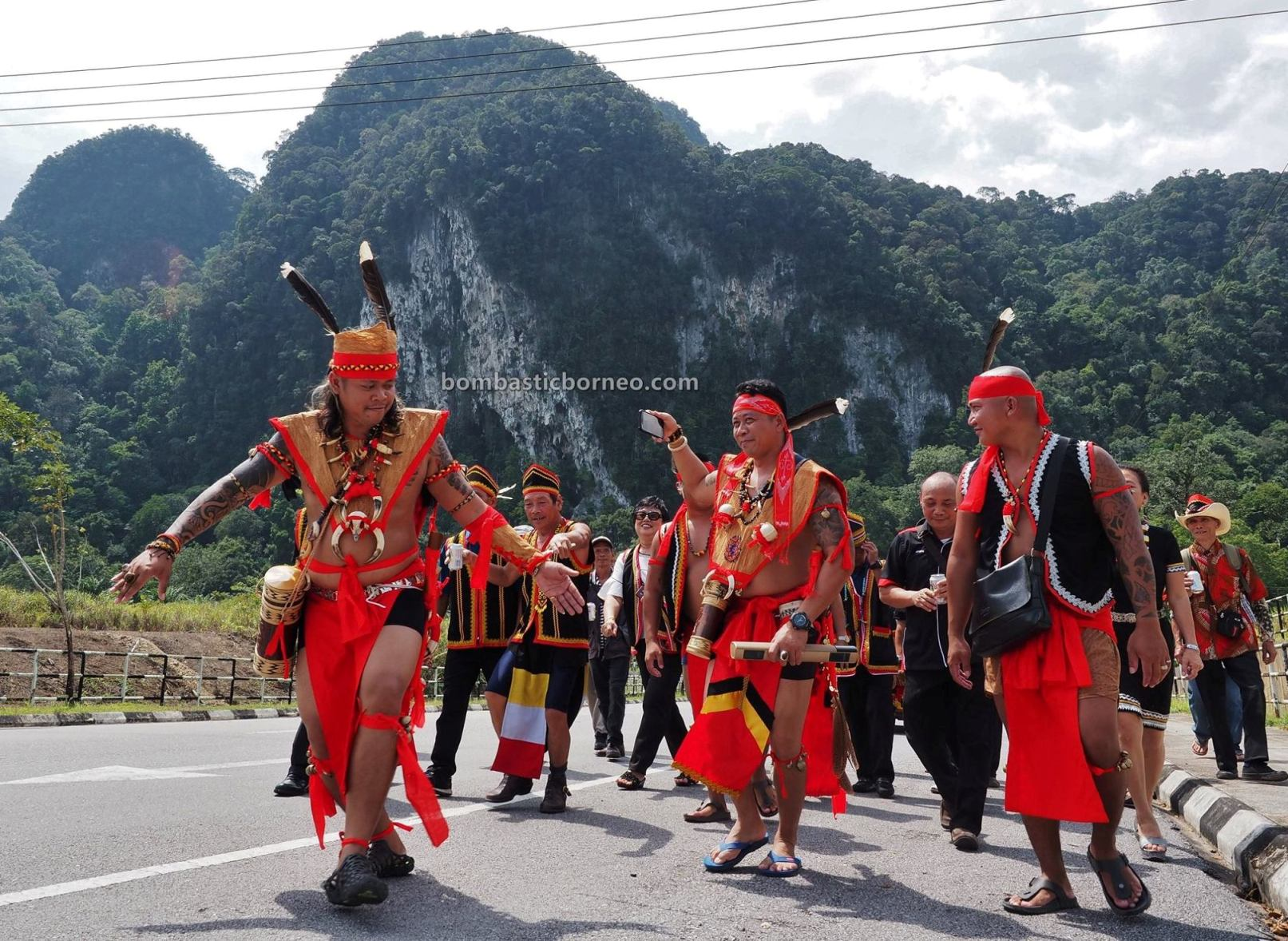 authentic, dayak bidayuh, tribal, culture, native, Gawai harvest festival, Padawan, Kuching, Borneo, tourism, travel guide, cross border, 探索婆罗洲游踪, 古晋砂拉越比达友族, 马来西亚达雅丰收节,