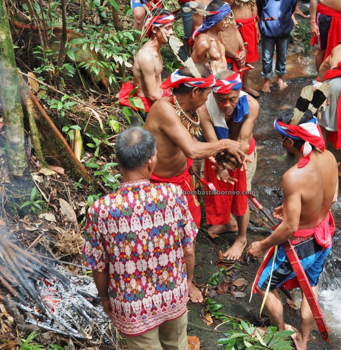 Skull washing, Nyobeng event, Harvest Festival, traditional, budaya, Kalimantan Barat, Desa Sahan, Native, Ethnic, ritual, Tourism, travel guide, Trans Borneo, 穿越婆罗洲游踪, 西加里曼丹达雅部落, 印尼孟加映文化