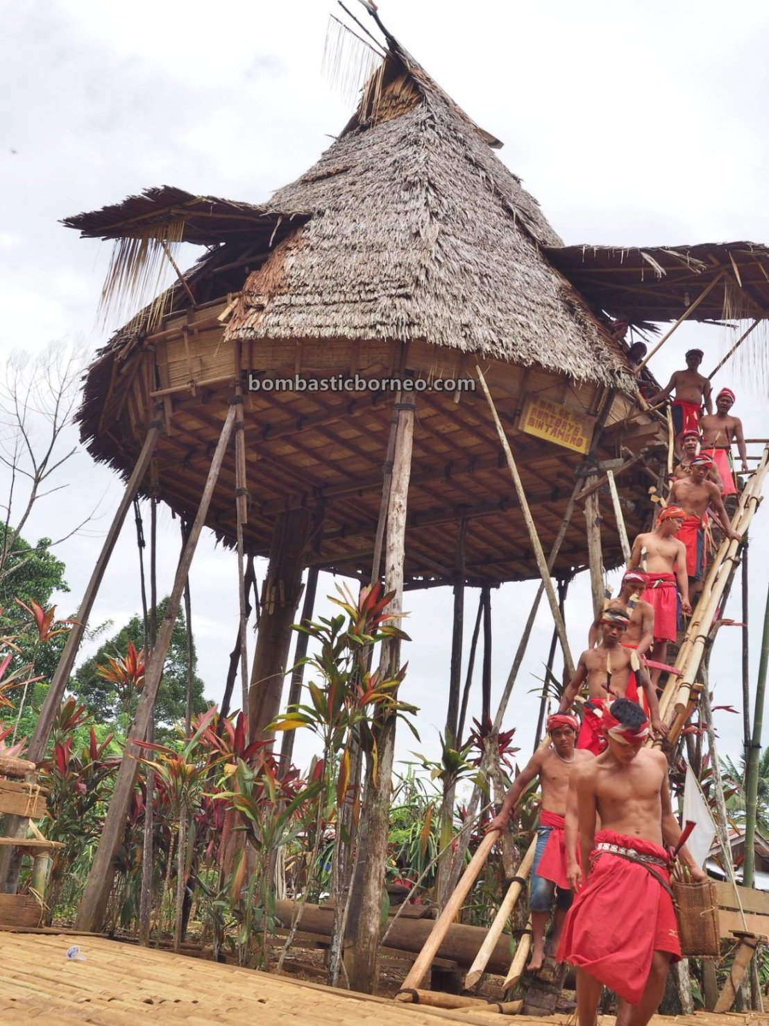 Gawai Nyobeng, authentic, destination, culture, Bengkayang, Desa Sahan, Dayak Bidayuh, tribal, skull house, tourist attraction, travel guide, trans border, Borneo, 西加里曼丹比达友, 印尼孟加映部落