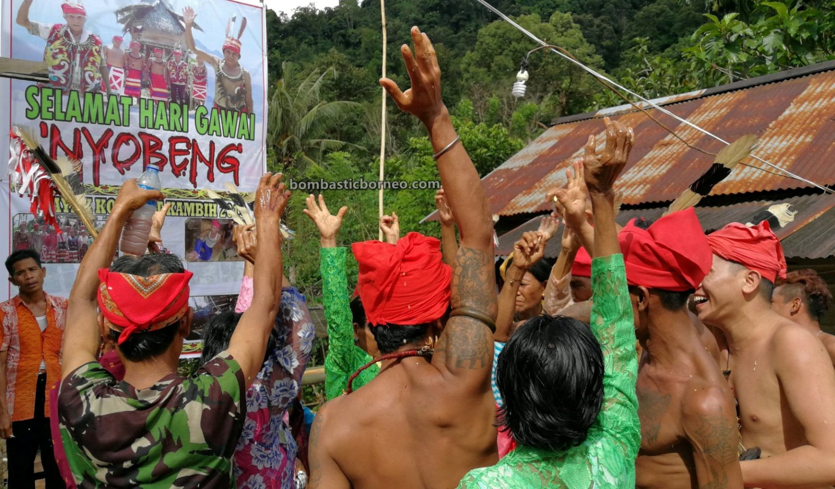 Nyobeng Kambih, Paddy Harvest Festival, traditional, Culture, event, Indonesia, Desa Bengkawan, indigenous, tribal, obyek wisata, Tourism, Travel guide, Trans Borneo, 婆羅洲达雅传统文化, 印尼西加里曼丹, 孟加映比达友丰收节