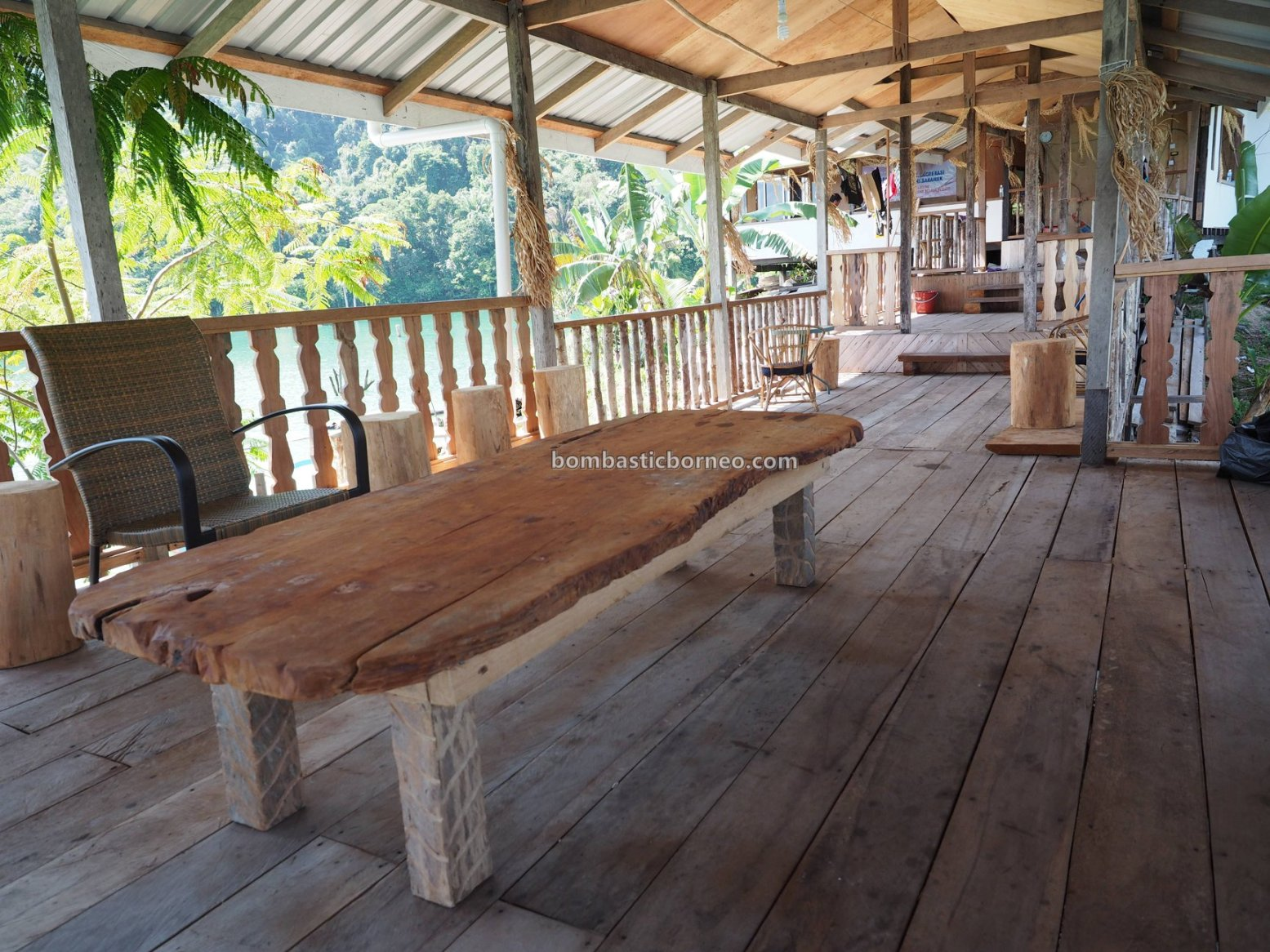 Mebong Cove Villa, backpackers, destination, traditional, fishing trip, chalet, homestay, Belaga, Kapit, Tourism, tourist attraction, travel guide, Trans Border, 婆罗洲度假胜地, 砂拉越巴贡水电站, 加帛马来西亚,