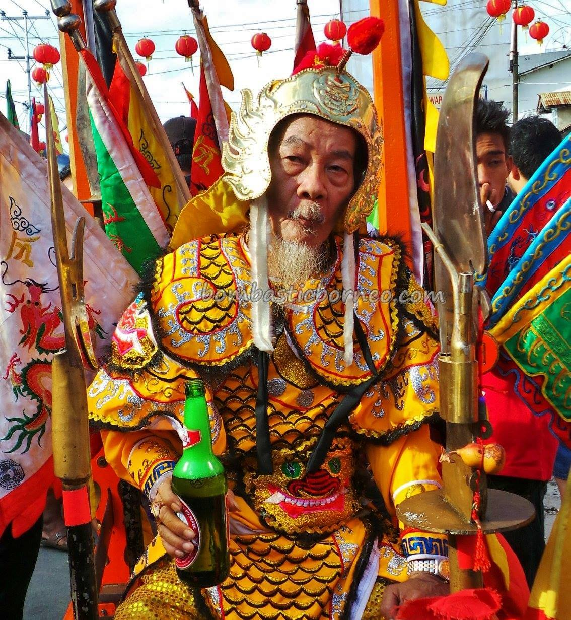 Tatung, medium, trance, spiritual, culture, wisata budaya, Chinese New Year, traditional, Dewa Dewi, Tourism, tourist attraction, travel guide, Trans Borneo, 婆罗洲西加里曼丹, 山口洋传统乩童, 印尼华人元宵节,