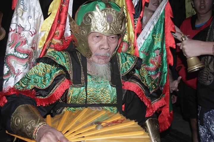 Tatung, trance, shaman, sifu, culture, wisata budaya, Cap Go Meh, traditional, Dewa Dewi, Tourism, tourist attraction, travel guide, Trans Borneo, 穿越婆罗洲山口洋, 印尼传统华人文化, 赵刘元帅庙元宵节,