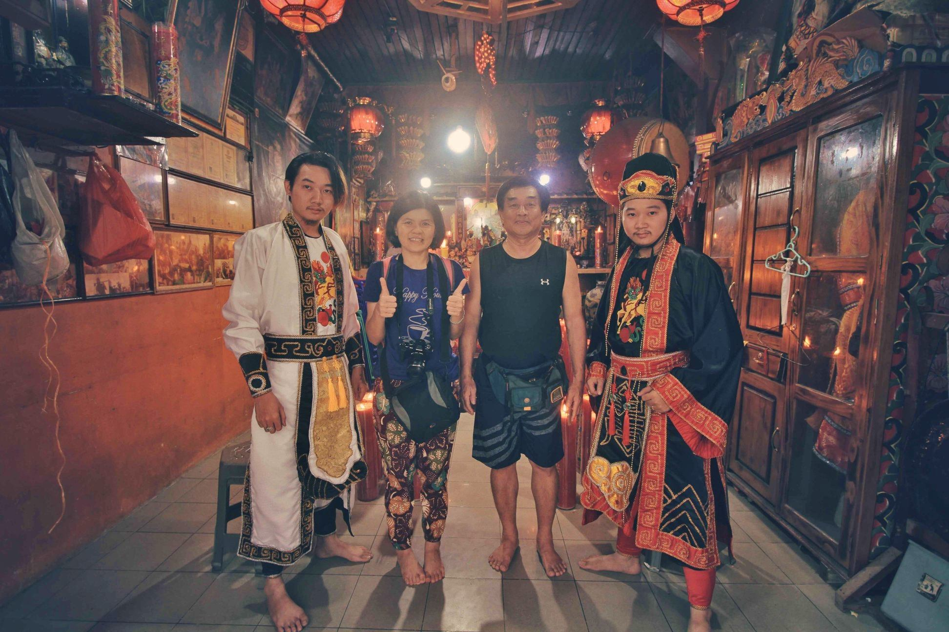 Tatung, medium, shaman, sifu, culture, wisata budaya, Tahun Baru Imlek, authentic, Indonesia, Kelenteng Chau Liu Nyian Shai, Tourism, tourist attraction, Trans Border, 跨境婆罗洲游踪, 印尼传统祭司乩童, 山口洋赵刘元帅庙