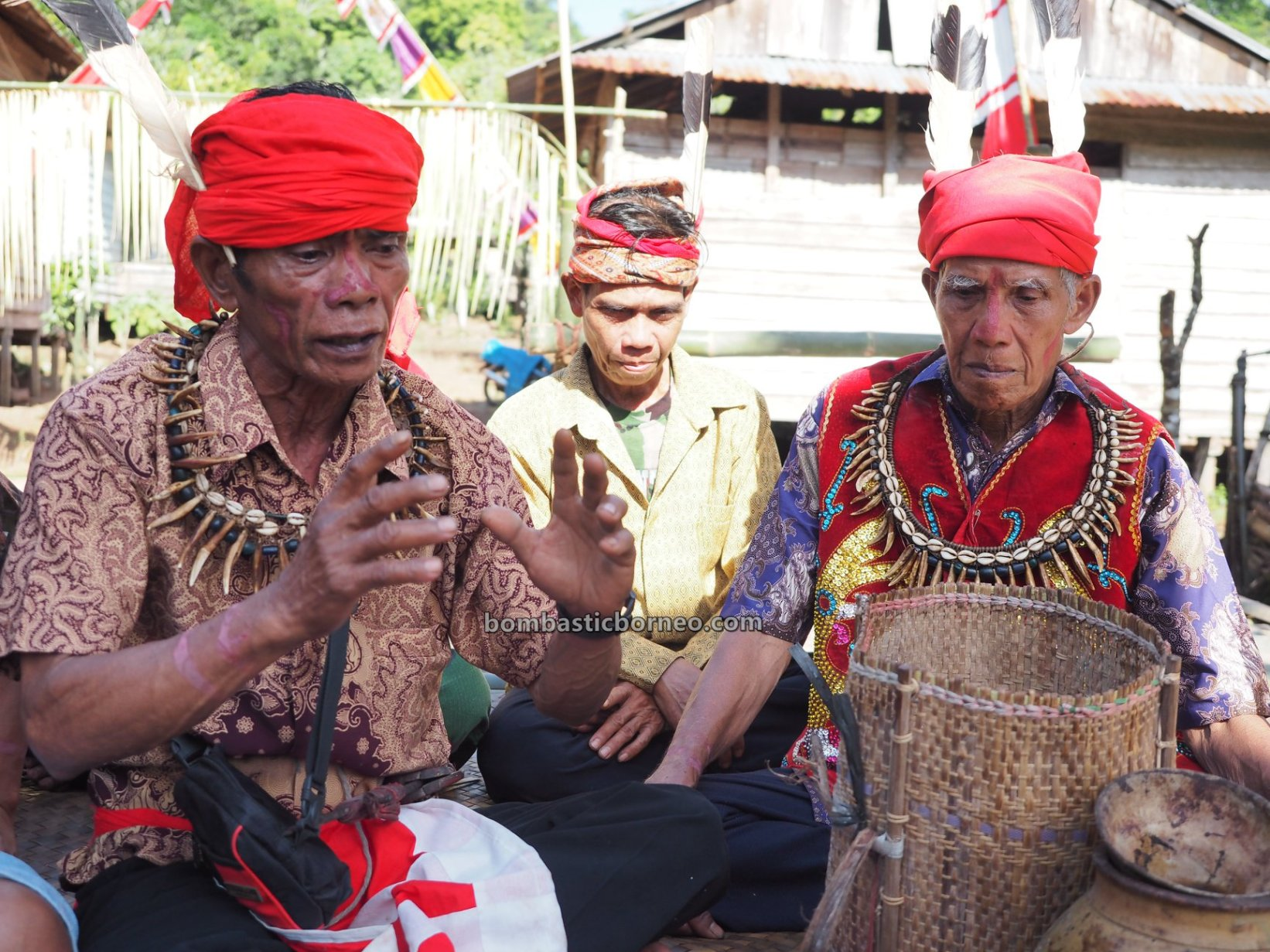 Gawai Nyobeng, Paddy Harvest Festival, budaya, event, Bengkayang, Desa Bengkawan, Seluas, Ethnic, indigenous, native, village, Tourism, Travel guide, 印尼西加里曼丹, 婆罗洲达雅丰收节, 原住民传统文化