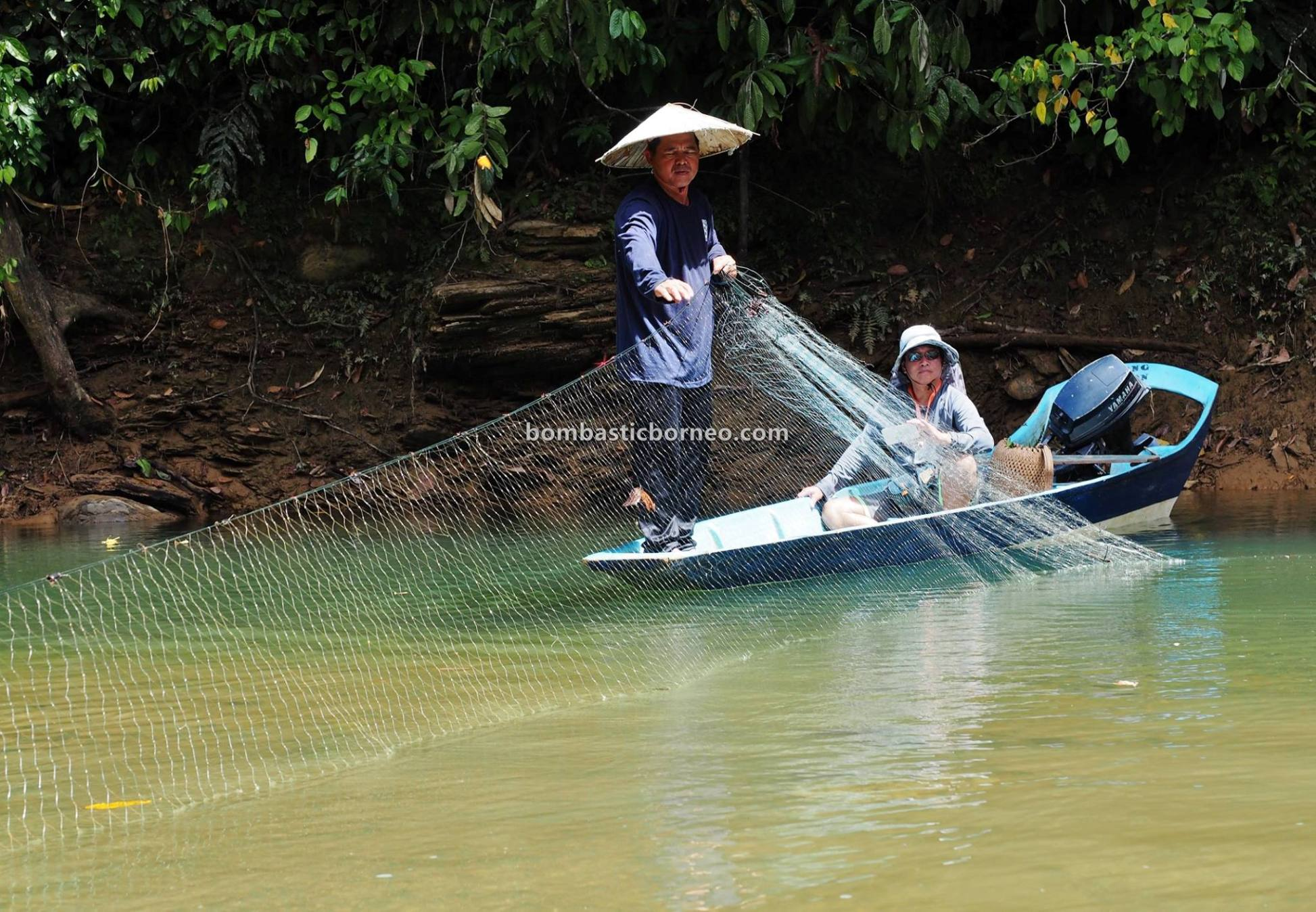 Bakun Hydroelectric Power Dam, Sungai Balui, traditional, fishing trip, Kapit, Malaysia, native, Orang Ulu, Tourism, tourist attraction, travel guide, Cross Border, Borneo, 探索婆罗洲游踪, 砂拉越钓鱼之旅, 马来西亚峇贡水坝,