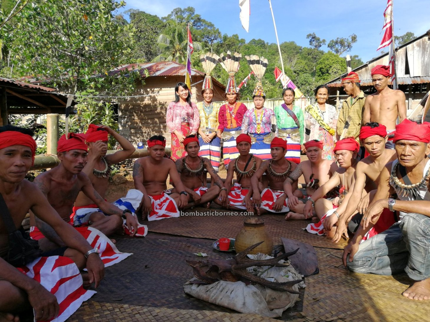 Nyobeng Kambih, Harvest Festival, traditional, backpackers, Indonesia, West Kalimantan, Desa Bengkawan, ethnic, Indigenous, tribal, obyek wisata, Travel guide, Trans Borneo, 婆羅洲土著部落, 西加里曼丹比达友, 孟加映原住民丰收节,