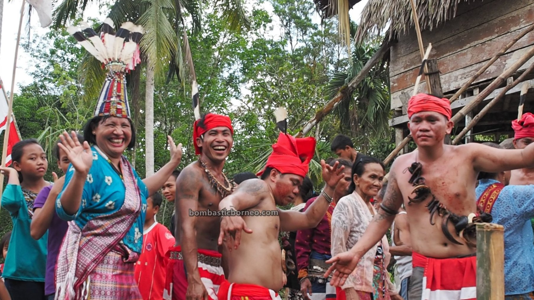 Gawai Nyobeng, Rice Harvest Festival, authentic, backpackers, Culture, event, Kalimantan Barat, Bengkayang, Seluas, indigenous, obyek wisata, Tourism, Cross Border, 婆罗洲土著部落, 印尼西加里曼丹, 孟加映原住民丰收节,