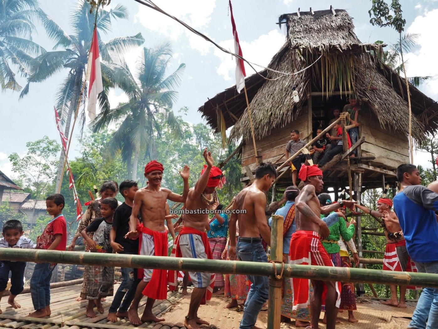 Gawai Padi, Paddy Harvest Festival, traditional, backpackers, Kalimantan Barat, Desa Bengkawan, Dayak Kowon't, native, tribe, Rumah Adat Baruk, skull house, tourist attraction, Travel guide, 婆罗洲比达友族文化, 印尼西加里曼丹, 原住民丰收节日