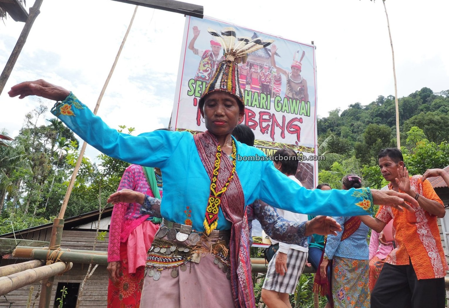 Nyobeng Kambih, Gawai Harvest Festival, traditional, backpackers, event, Desa Bengkawan, Dayak Kowon't, Ethnic, indigenous, tribe, Tourism, Travel guide, Trans Borneo, 婆羅洲达雅传统文化, 印尼西加里曼丹, 孟加映比达友丰收节