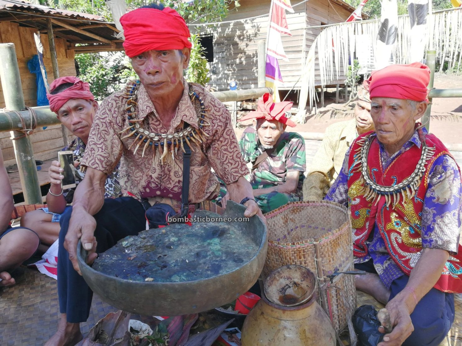 Nyobeng Kambih, Gawai Padi, authentic, event, Indonesia, Bengkayang, Ethnic, native, village, Tourism, tourist attraction, Travel guide, Trans Border, Borneo, 印尼西加里曼丹, 原住民丰收节日,