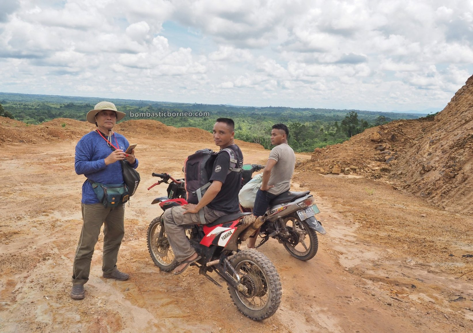 Desa Tamong, motorbike ride, Traditional, highland, village, exploration, Siding, native, Dayak Bidayuh, Tourism, travel guide, Trans Border, Borneo, 探索婆罗洲游踪, 印尼西加里曼丹, 孟加映达雅部落