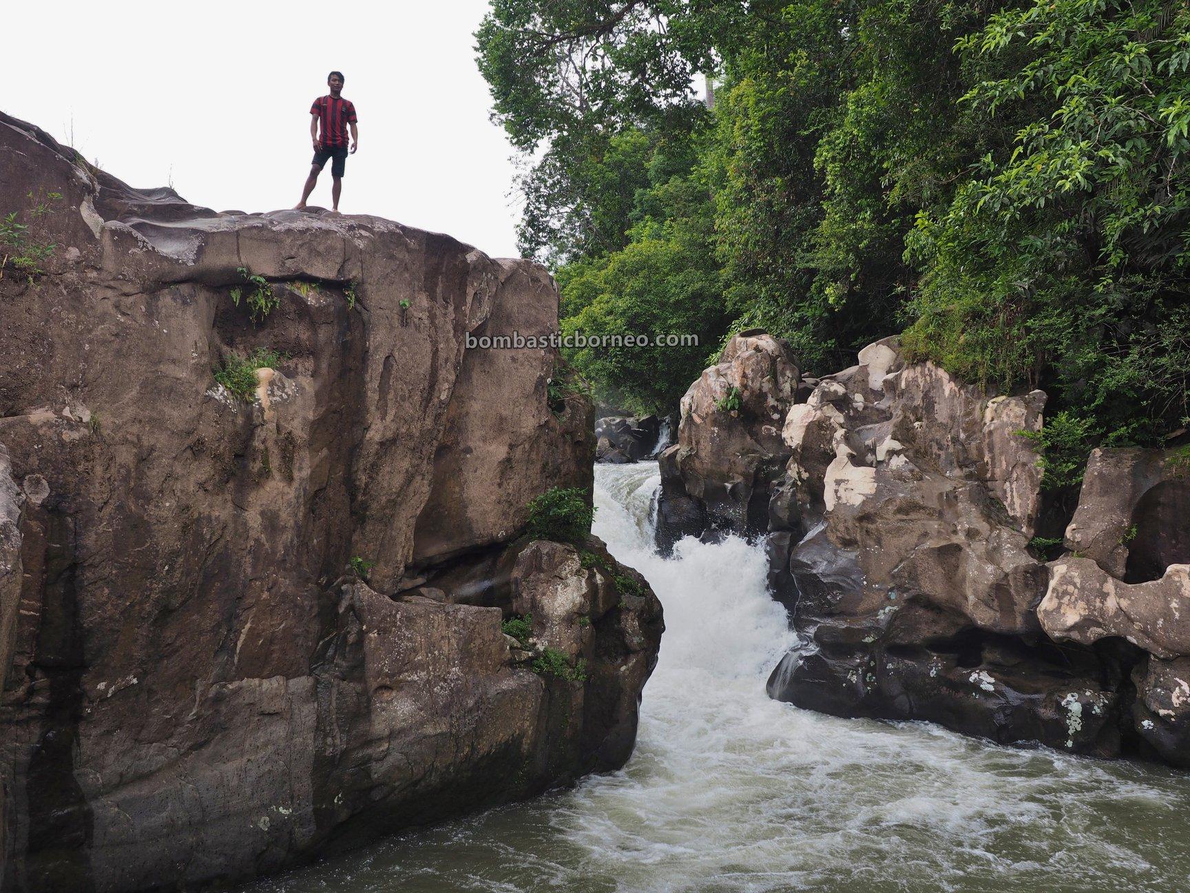 Air Terjun, Riam Kodu, Waterfall, Dusun Simpang Empat, jungle hiking, Bengkayang, Desa Bengkawan, Seluas, Tourism, tourist attraction, travel guide, Cross Border, backpackers, 跨境婆罗洲瀑布, 印尼西加里曼丹