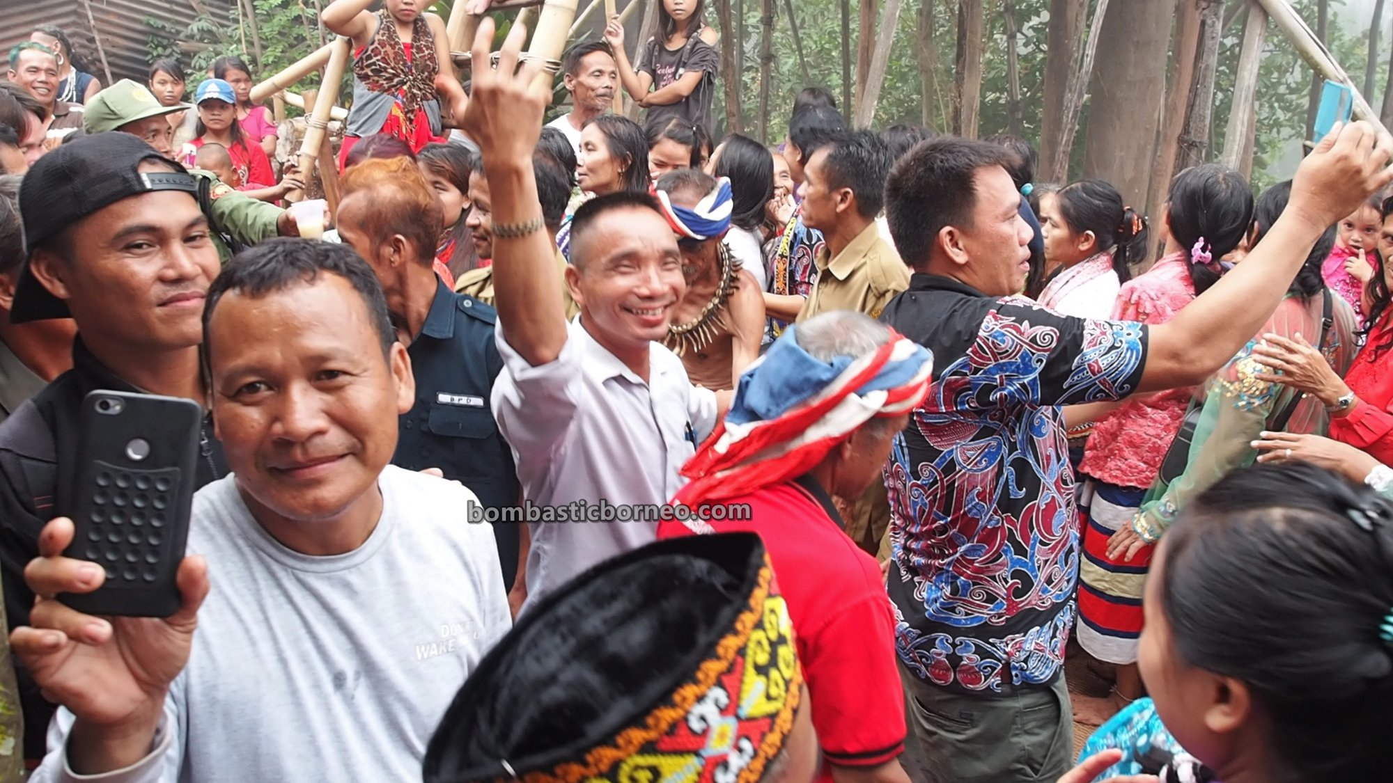 Desa Tamong, traditional, village, backpackers, Indonesia, Siding, nyobeng, harvest festival, native, tribal, Tourism, travel guide, Trans Borneo, 婆罗洲原住民丰收节, 印尼西加里曼丹, 孟加映达雅文化