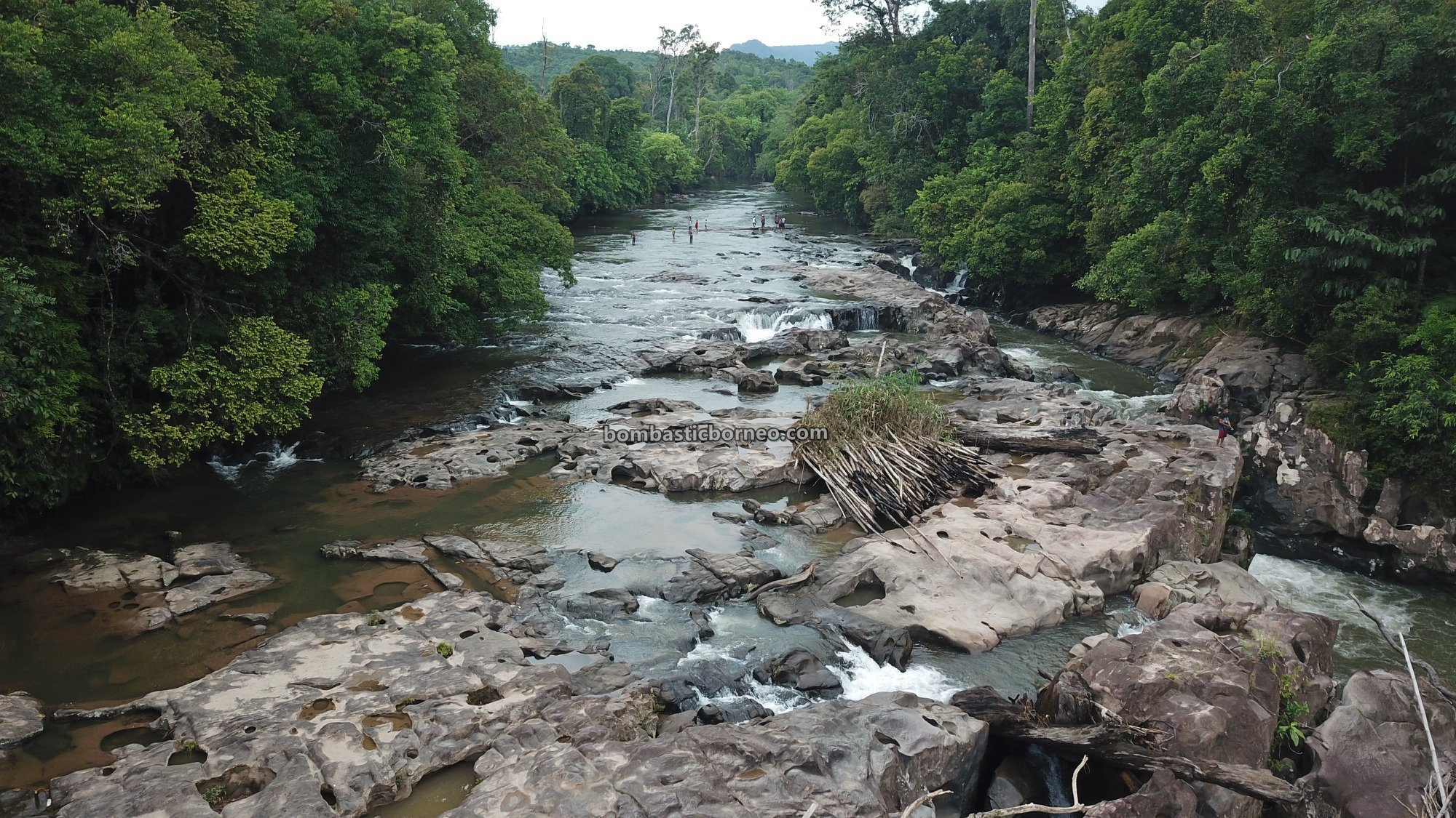 Air terjun, Dusun Simpang Empat, adventure, nature, outdoor, exploration, Desa Bengkawan, Seluas, Wisata Alam, Tourism, Trans Borneo, backpackers, 跨境婆罗洲游踪, 印尼西加里曼丹, 孟加映瀑布,