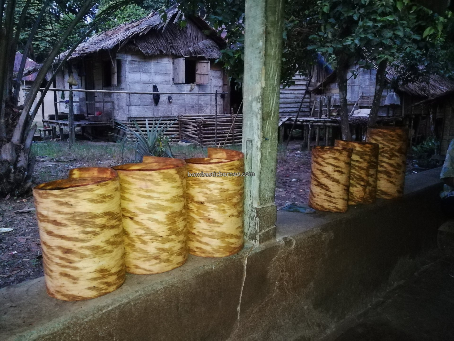 nature, authentic, traditional, Indonesia, Kalimantan Barat, Desa Bengkawan, Tourism, travel guide, tree bark, tribal, native, village, Borneo, 婆罗洲原住民部落, 印尼西加里曼丹