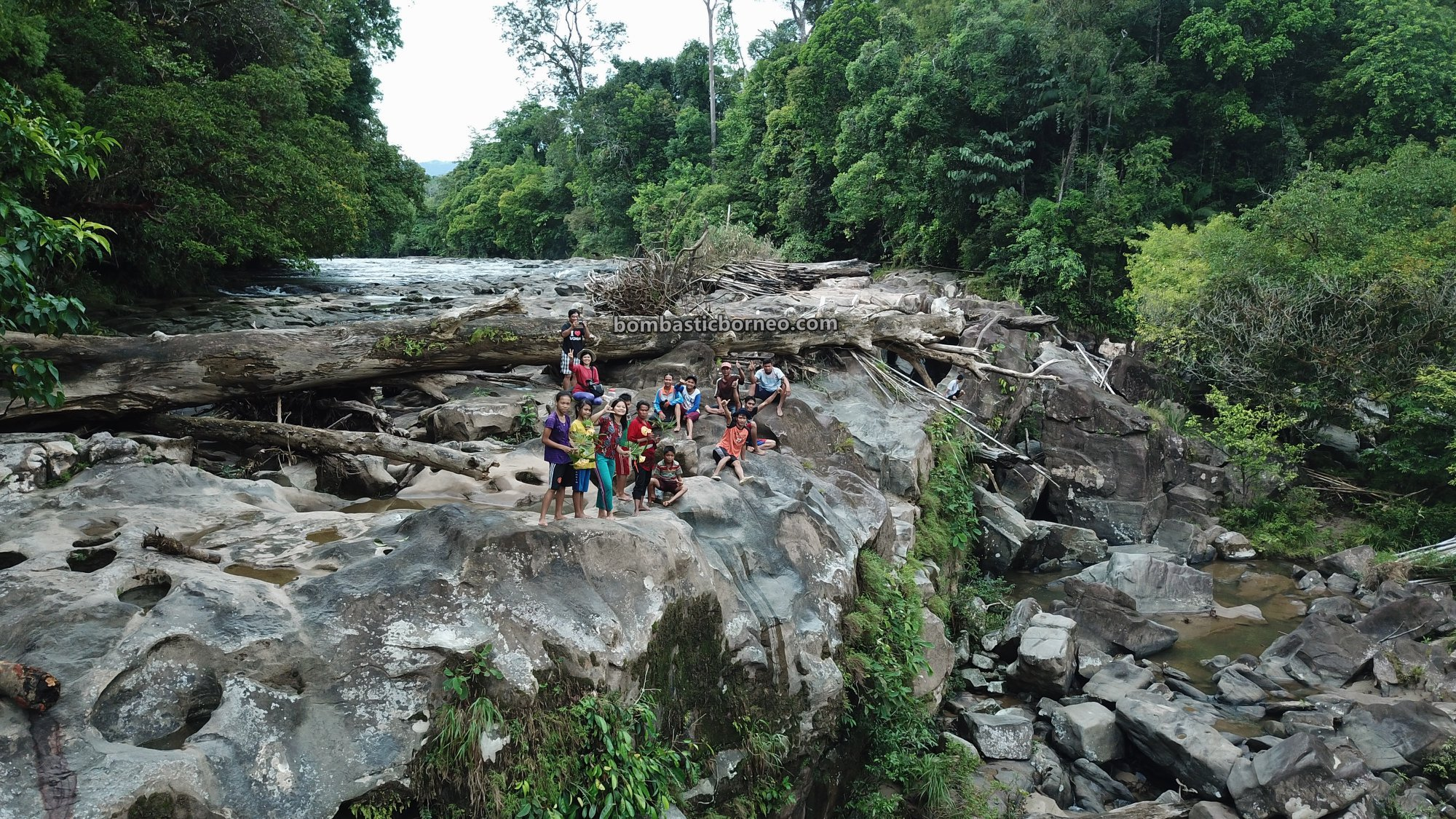 Air Terjun, Waterfall, Dusun Simpang Empat, adventure, nature, outdoor, exploration, Indonesia, Bengkayang, Seluas, tourist attraction, travel guide, Trans Border, Borneo, 探索婆罗洲瀑布, 印尼西加里曼丹,